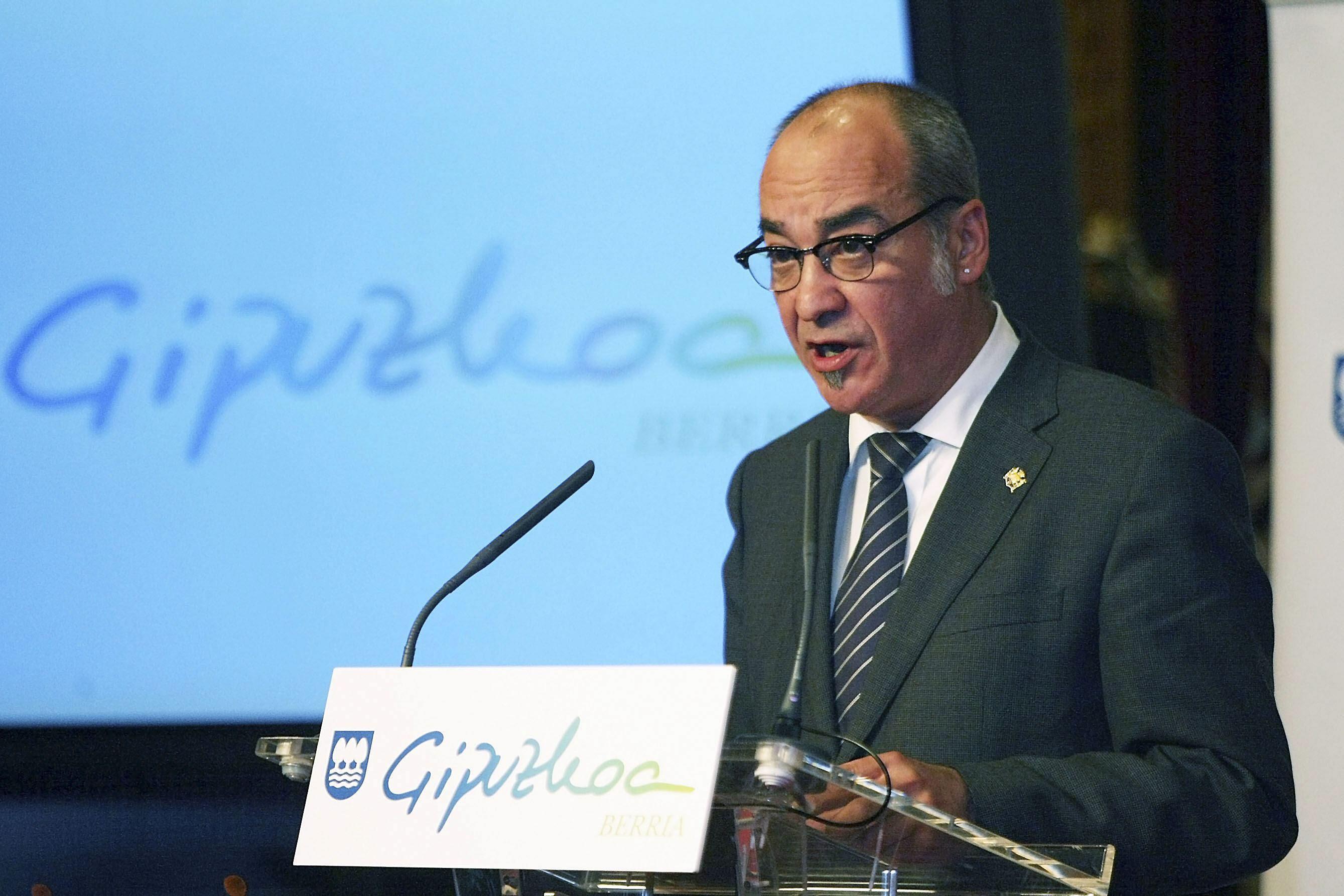Garitano recibe a dos «ciudadanos» detenidos en la operación contra Herrira
