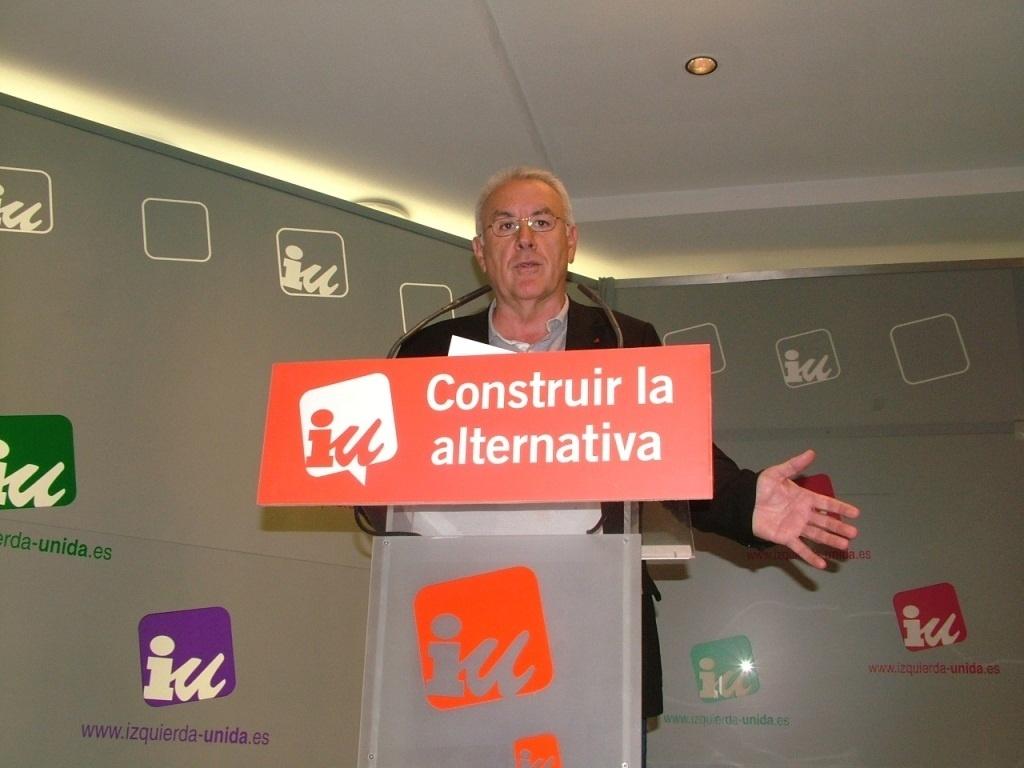 IU ironiza con reformar la Constitución para dar la soberanía a la Troika