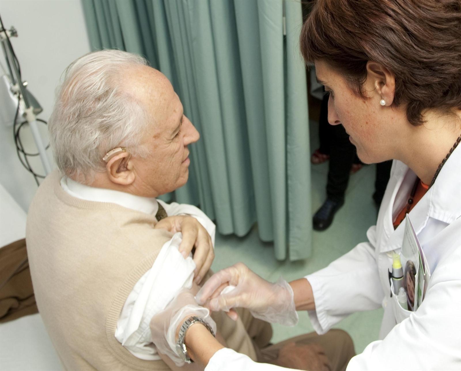 Sanidade invierte 2,2 millones en la campaña de vacuna contra la gripe y el pneumococo, que arranca el lunes