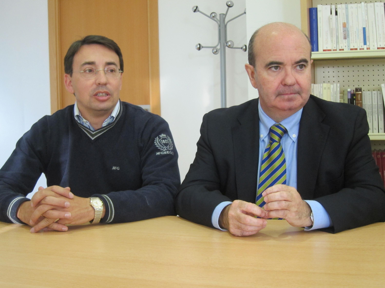 Zarrías pide a Herrera que «se plante en Génova» y solicite a Rajoy que pare la reforma de la Administración Local