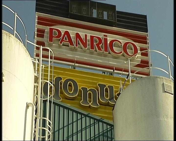 Un centenar de trabajadores de Panrico se concentra en Barcelona por el impago de la nómina