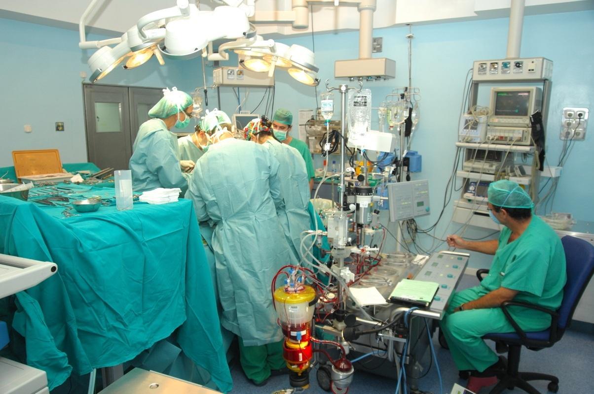 La demora media para operarse sube a 80,4 días en los hospitales del Sergas, tres días más que el año pasado
