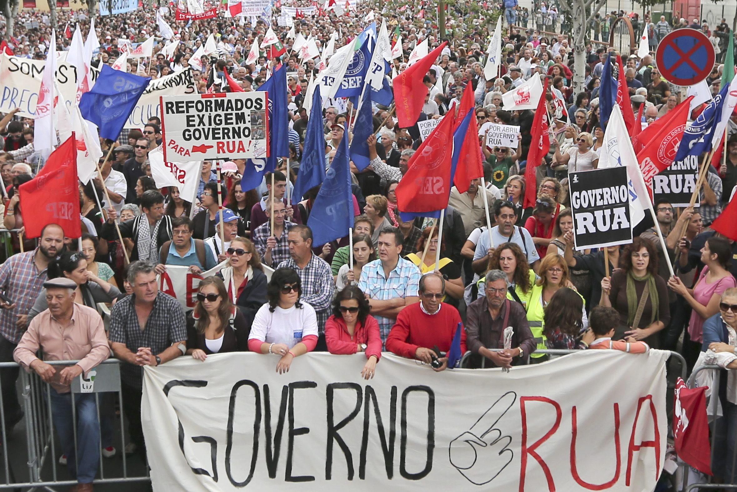 Decenas de miles de portugueses reflejan en la calle su repudio a más ajustes