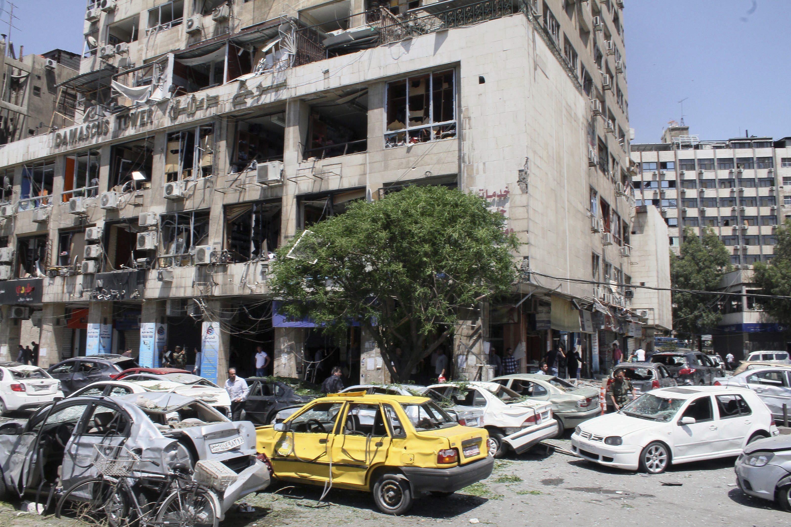 Mueren 16 soldados tras la explosión de un coche bomba en Damasco