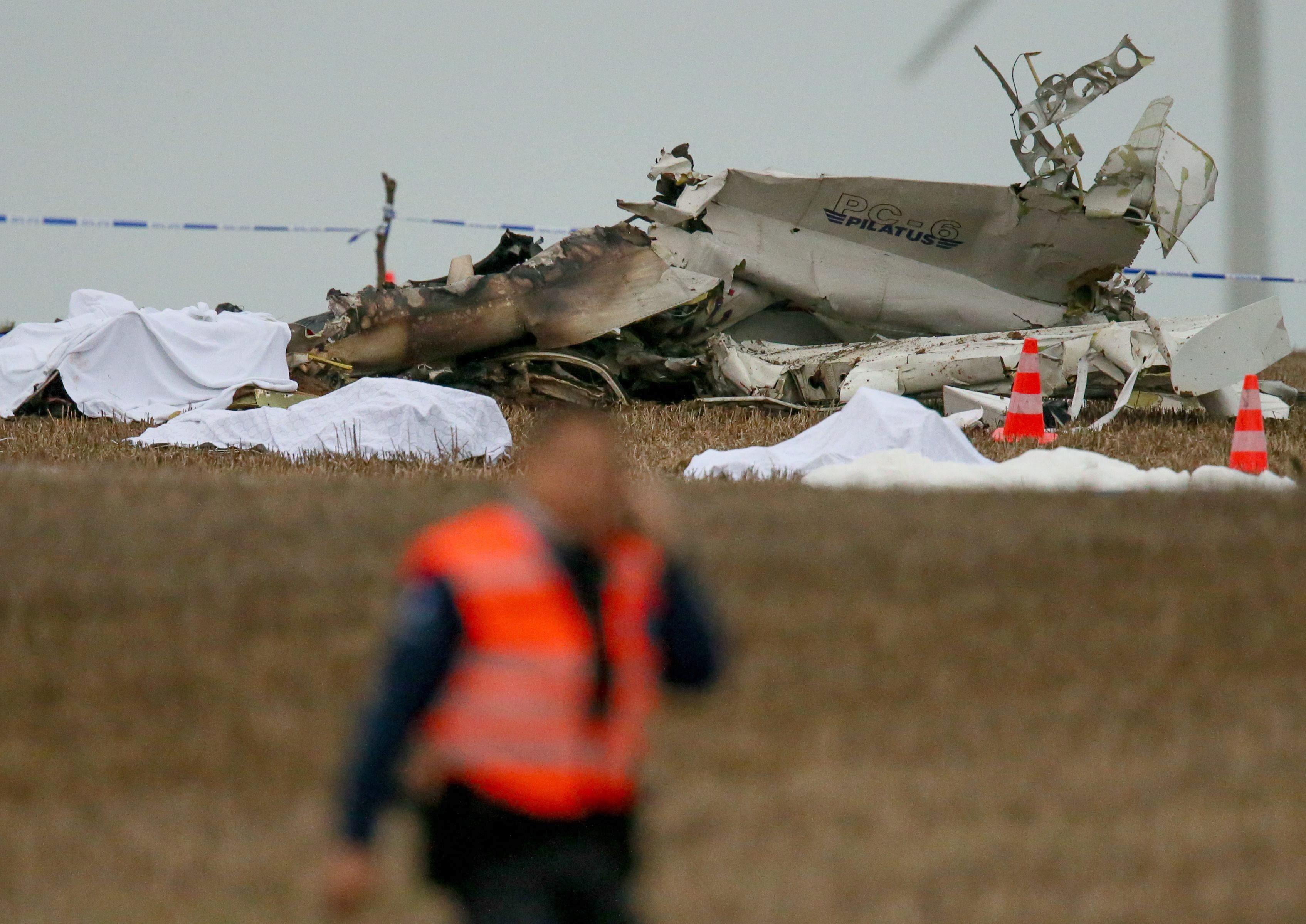 Once muertos al estrellarse en Bélgica un avión con paracaidistas