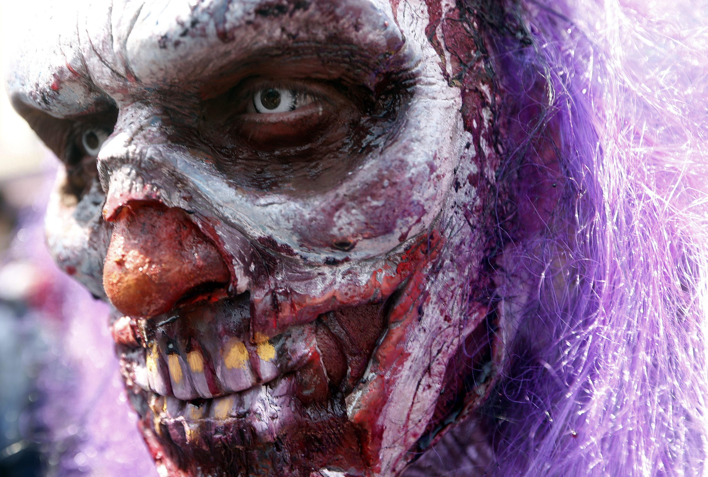 Veinte mil zombies invadieron las calles de Santiago de Chile