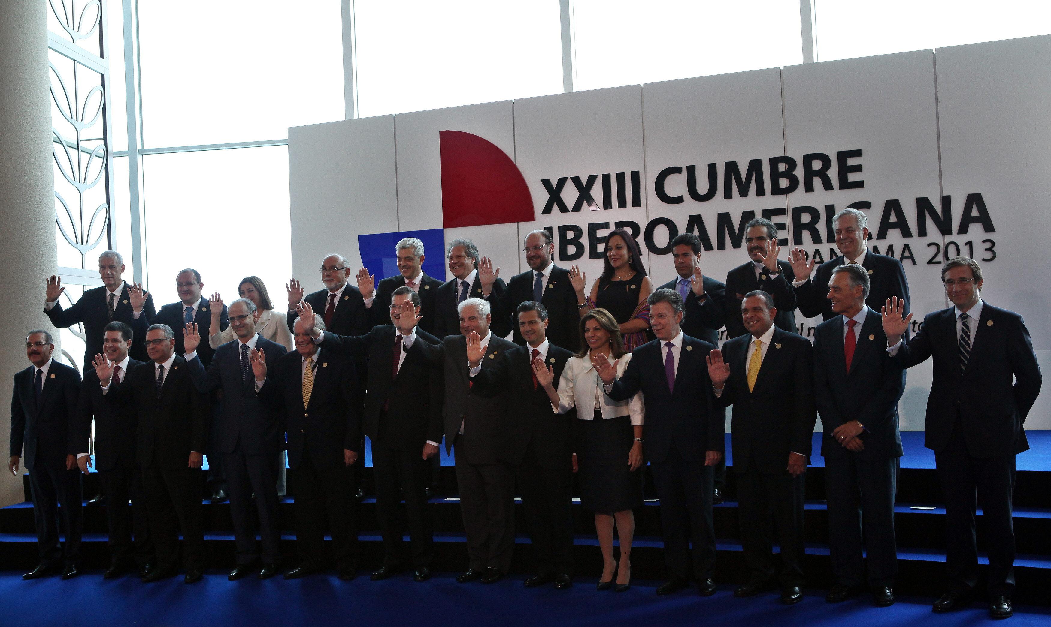Los líderes iberoamericanos dan luz verde a la reforma de sus cumbres