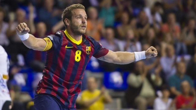 El FC Barcelona asalta (29-33) París para afianzar su liderato