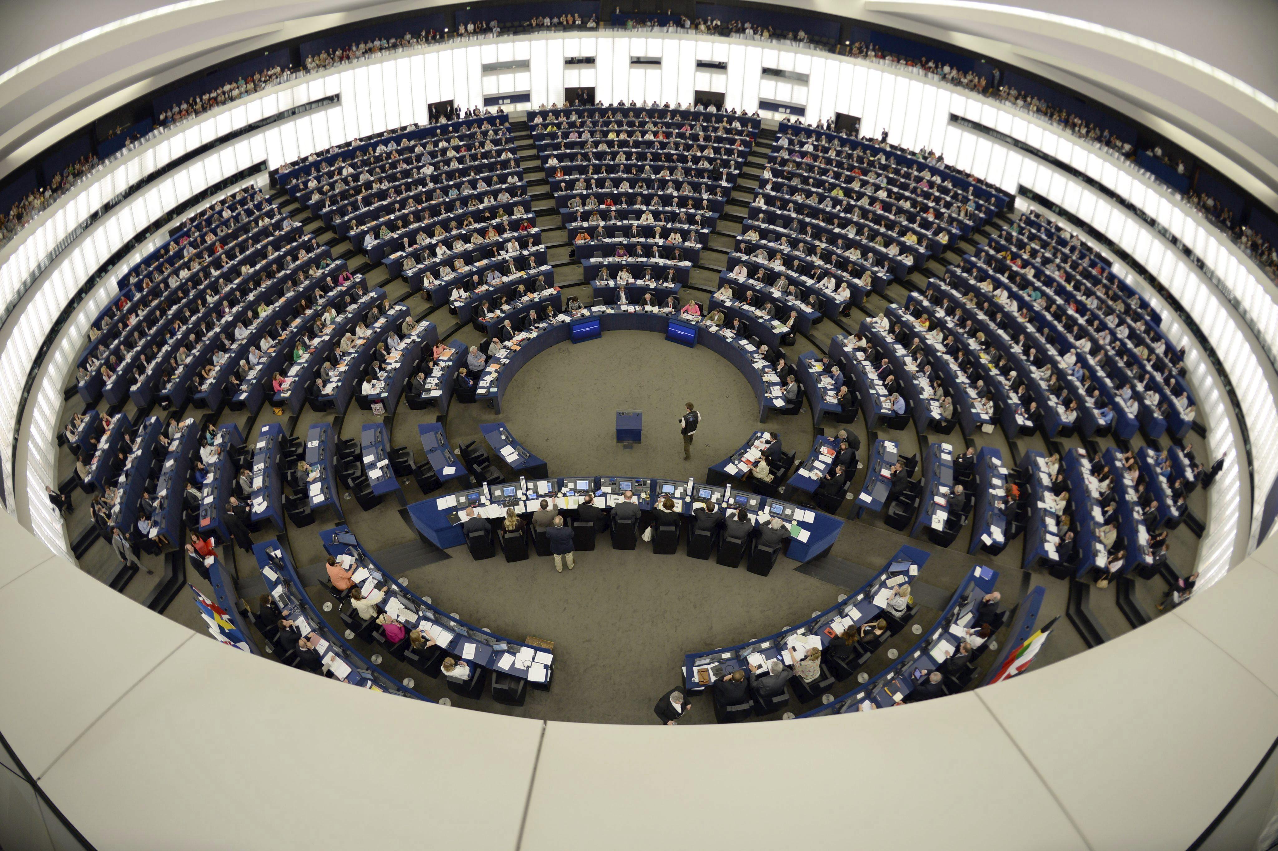 Eurodiputados dan luz verde a la exención de visados para la UE a Colombia y Perú