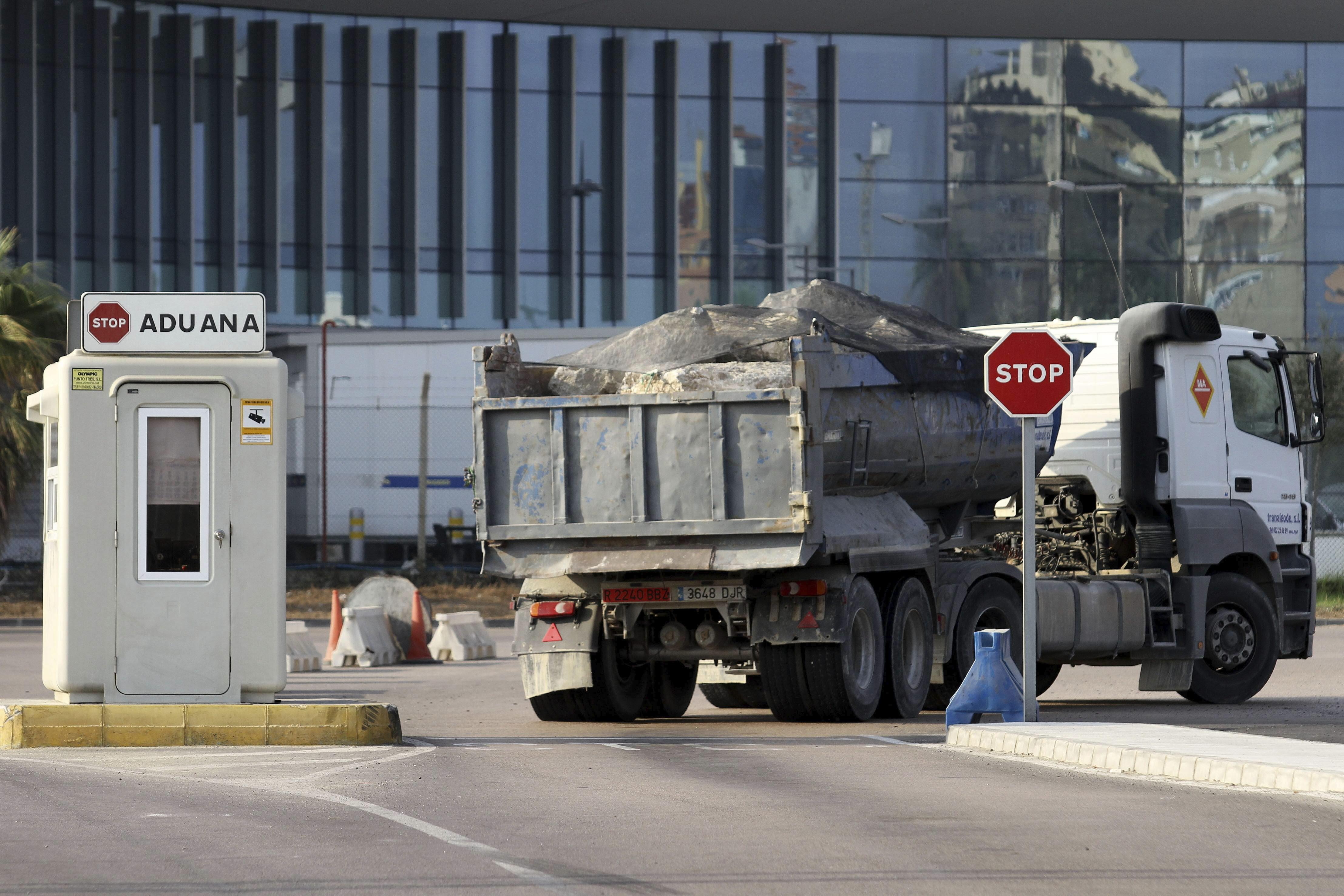 Gibraltar halla nuevos suministradores de material tras la denuncia española