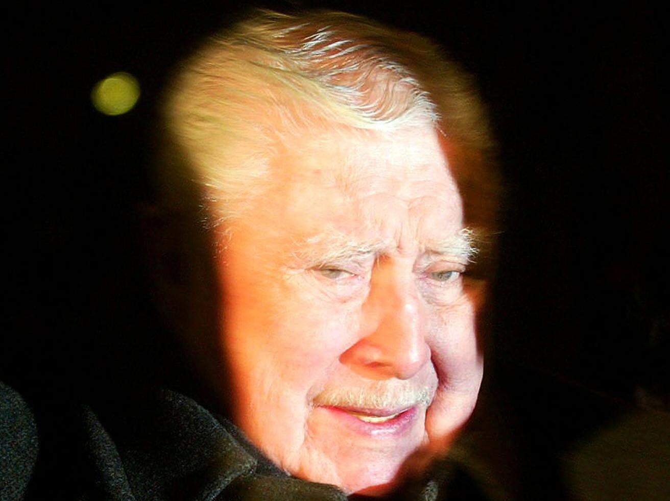 Viudas de los escoltas de Pinochet asesinados se querellan contra un líder comunista