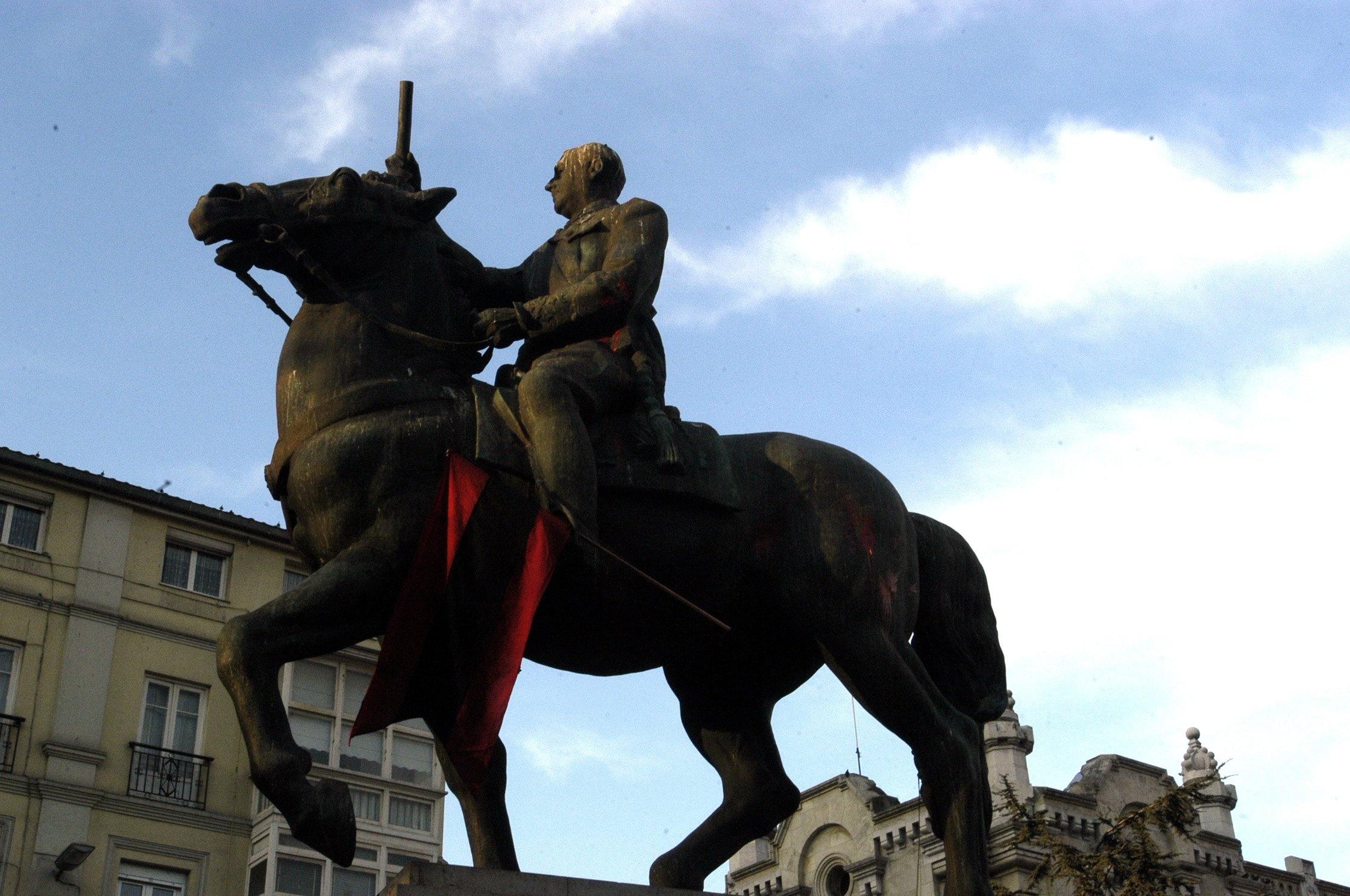 El PP se queda solo rechazando en el Congreso instar al Gobierno a retirar los símbolos franquistas