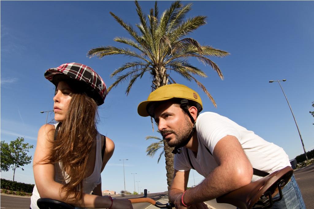 Closca, un casco de bici que sigue las tendencias y… ¡cabe en el bolso!
