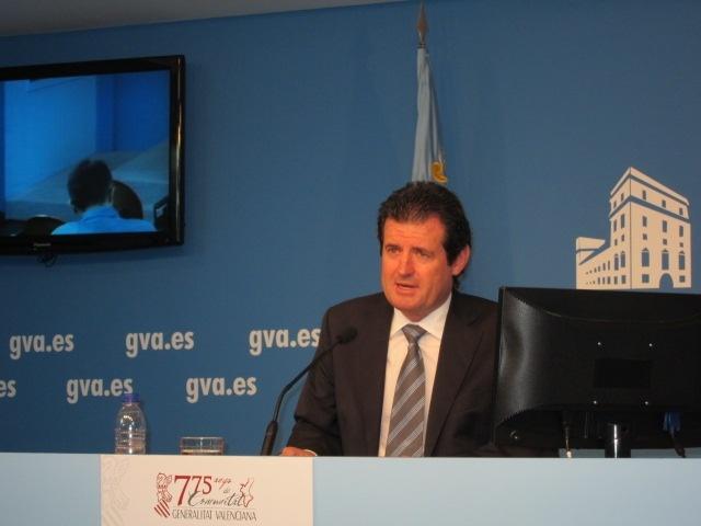 La Generalitat valenciana vigilará para que el impuesto sobre bancos no repercuta en los usuarios