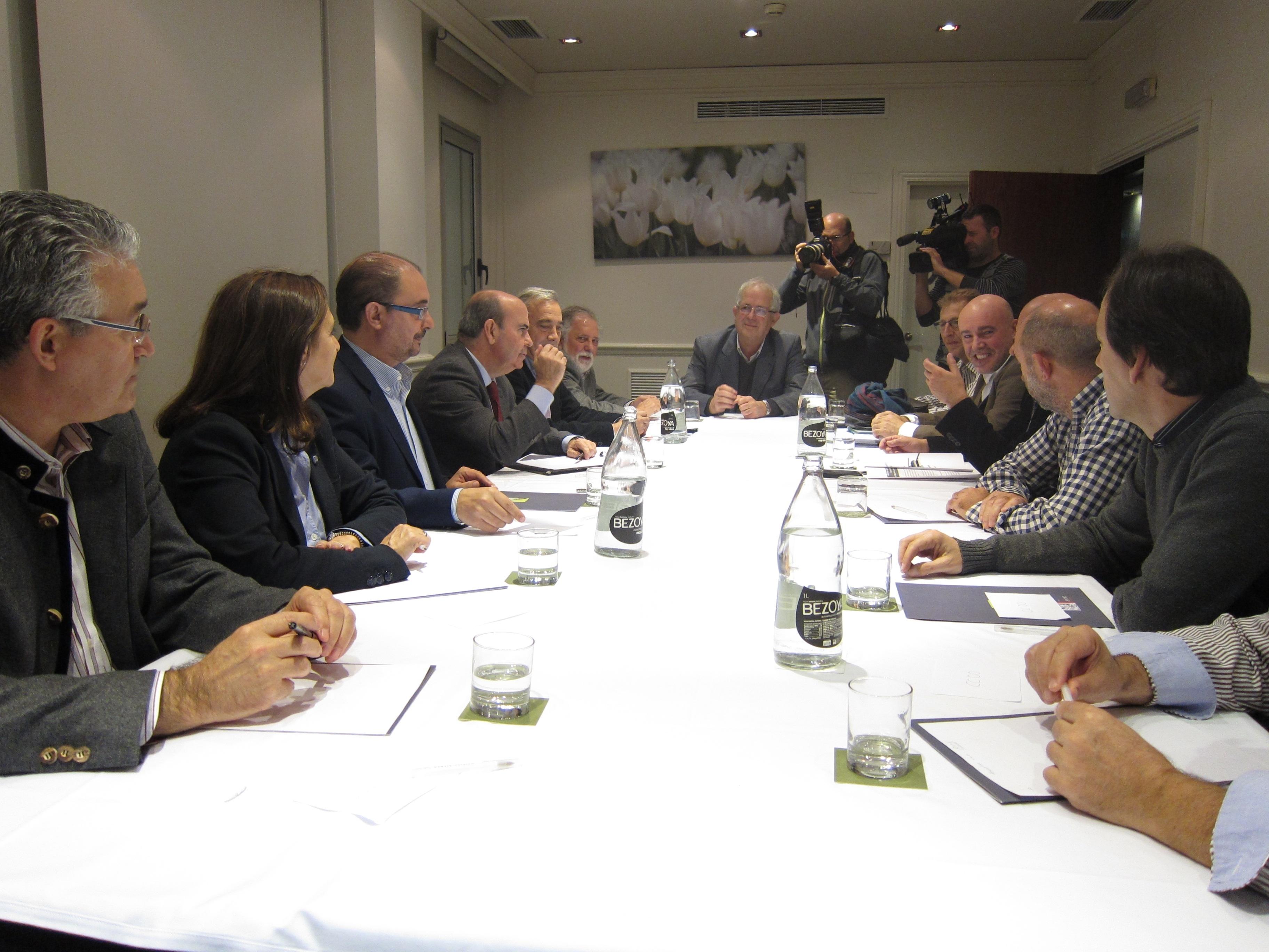 El PSOE luchará contra la reforma local para evitar «la tropelía» de convertir los ayuntamientos «en meros cascarones»