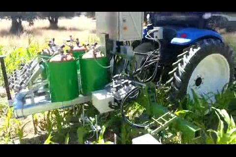 Robots autómatas provistos de lanzallamas… usados como tractores