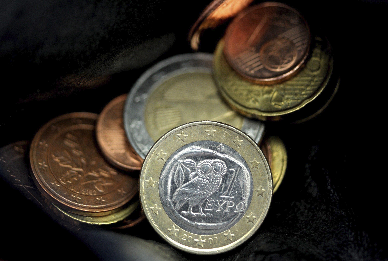 El euro baja a 1,3555 dólares