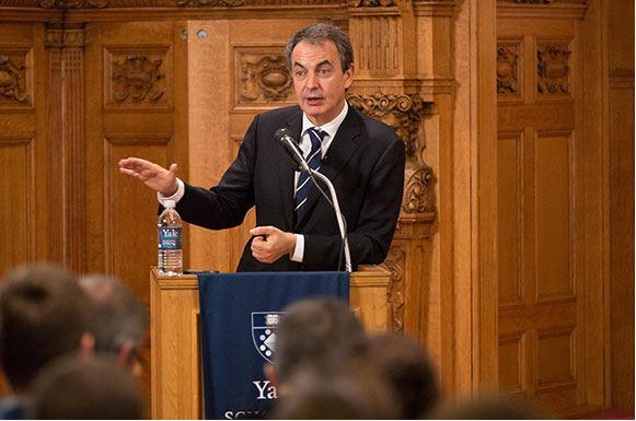 ZP en Yale arremete contra Merkel: «No vio que la crisis fiscal era de toda Europa «