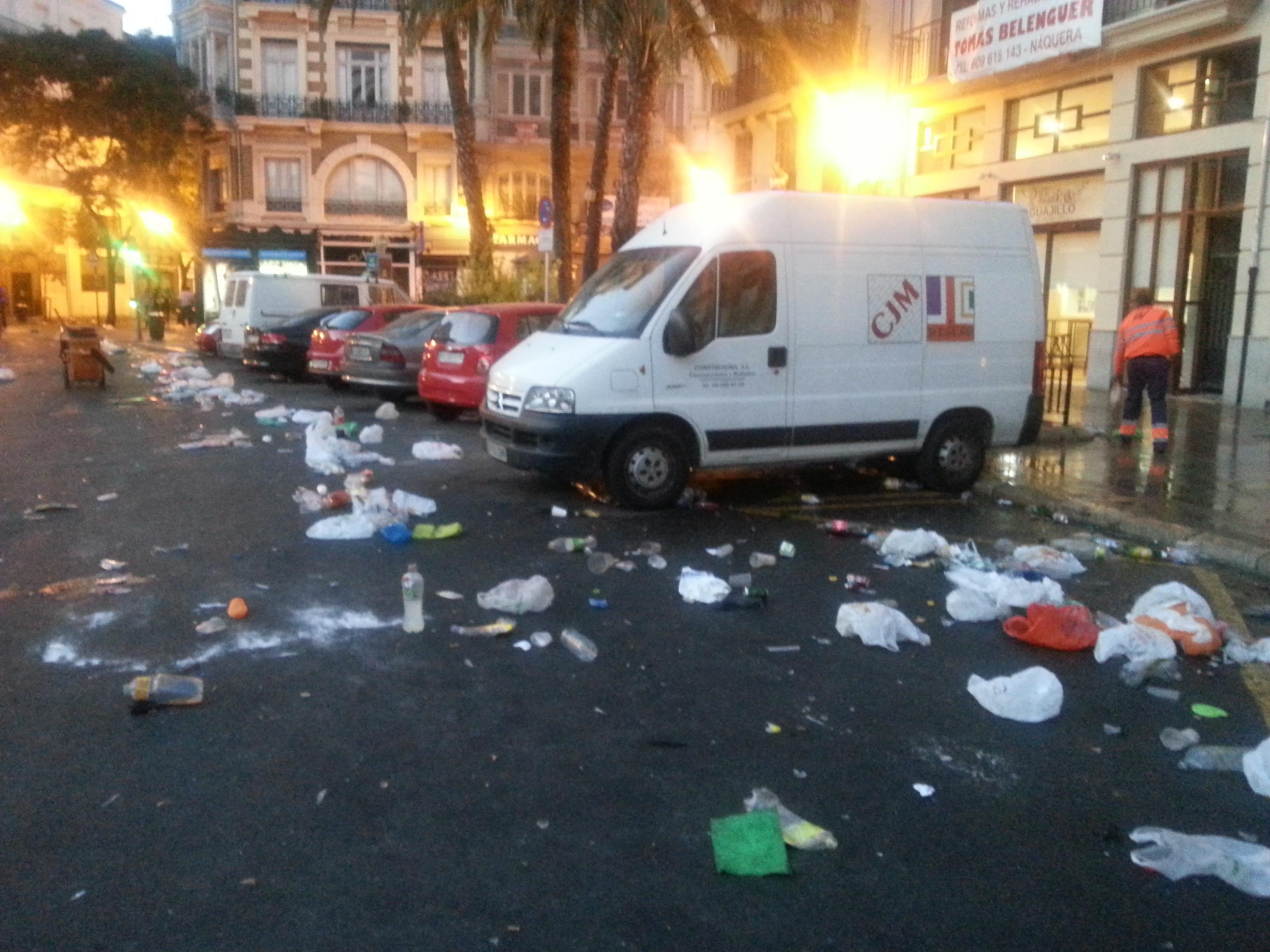 El servicio de limpieza del Ayuntamiento recoge 11 toneladas de residuos en la noche de Halloween