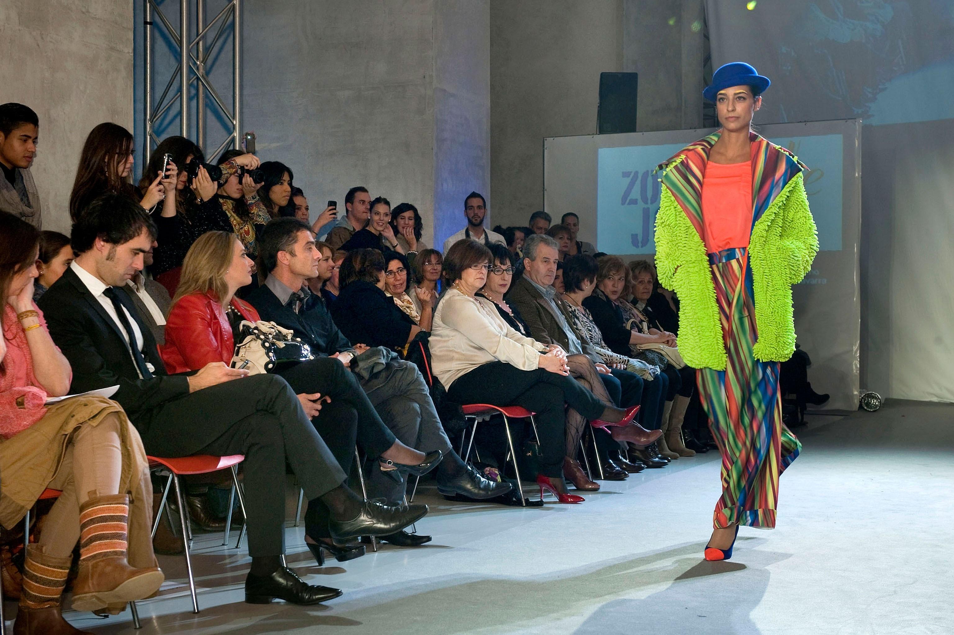 Mikel Colás, ganador de la categoría de moda del certamen artístico Zona Arte Joven