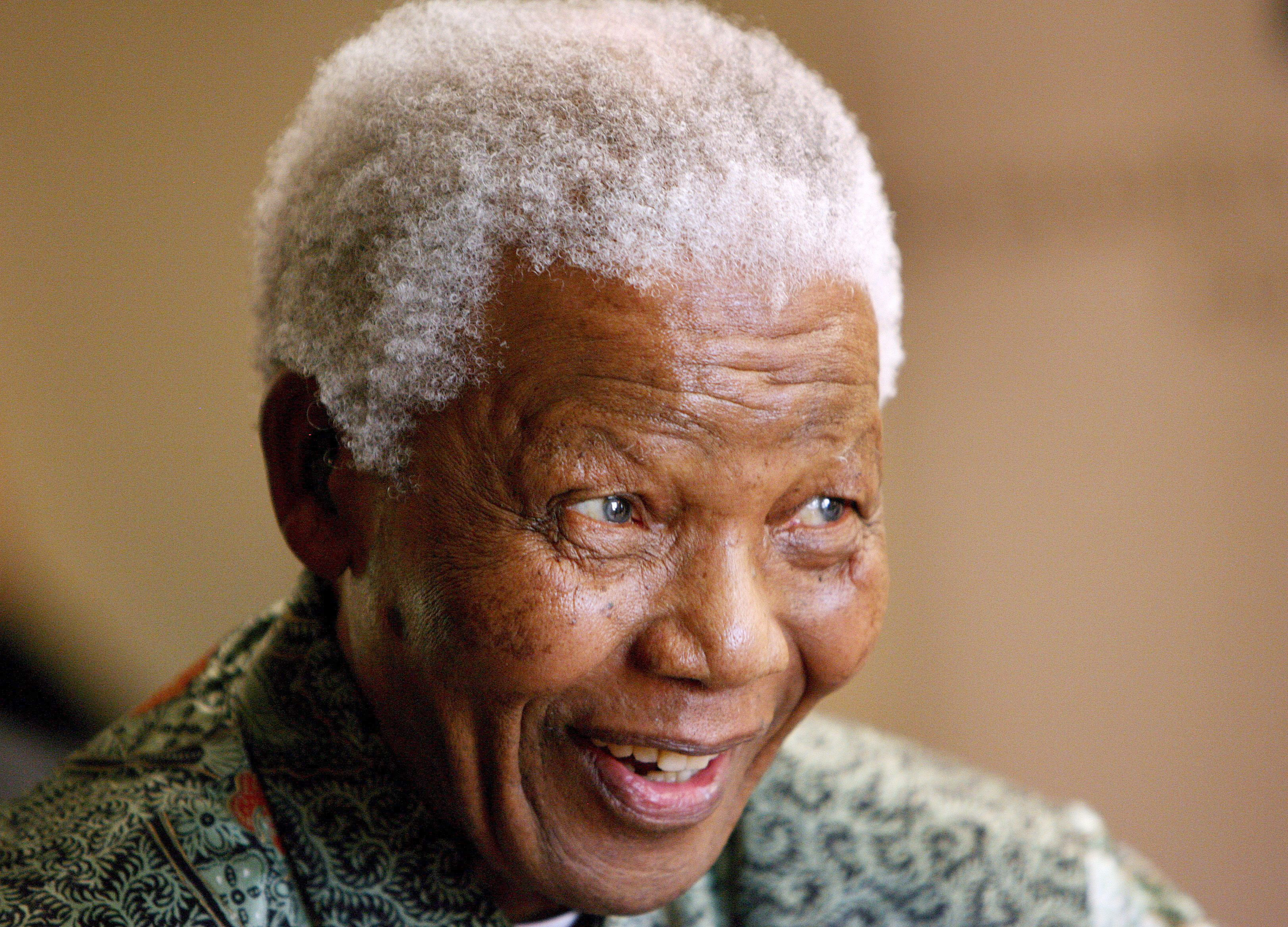 Nelson Mandela se encuentra bien tras su paso por el hospital en verano