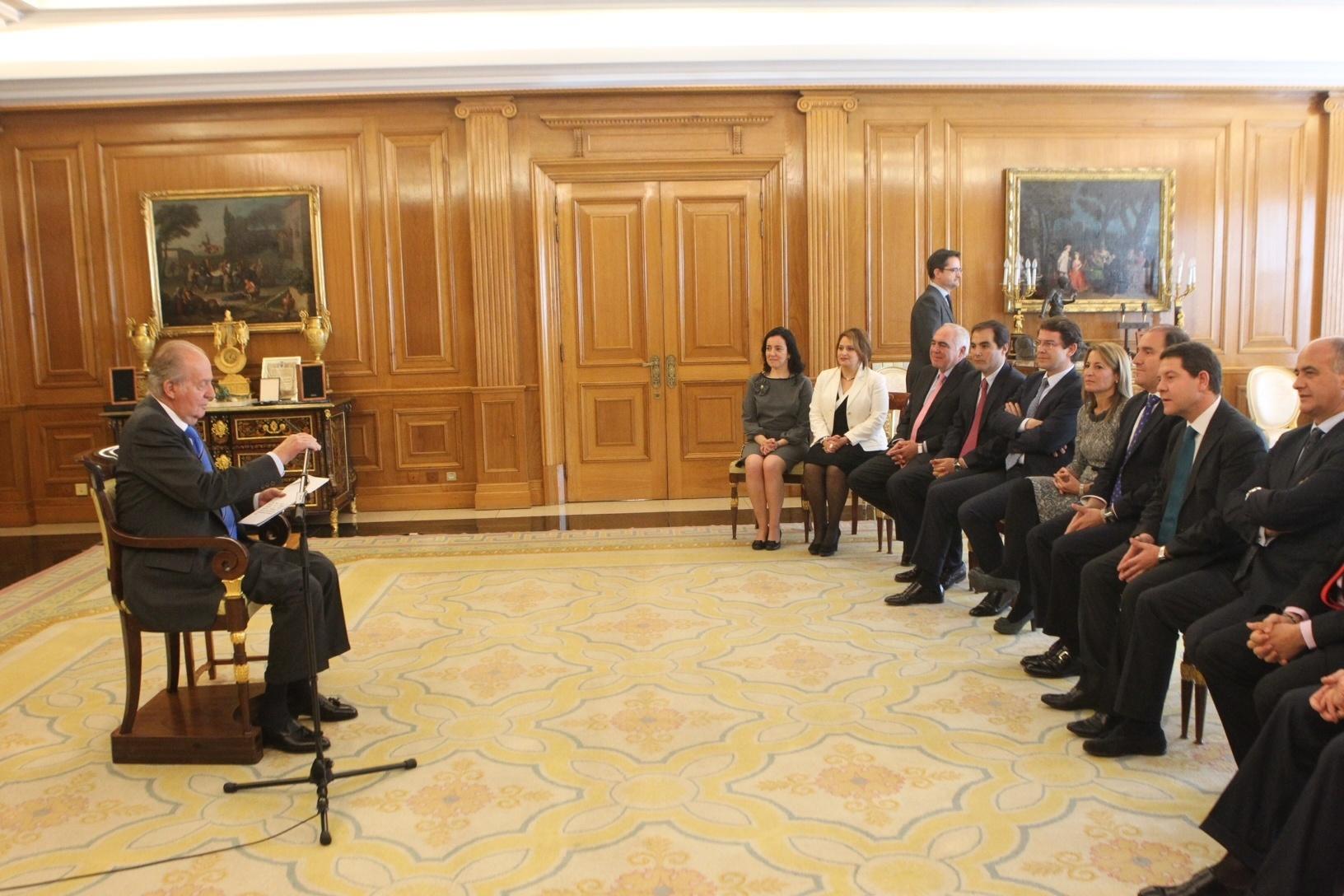 La alcaldesa de Cáceres transmite al Rey Don Juan Carlos la importancia del patrimonio como «motor económico»