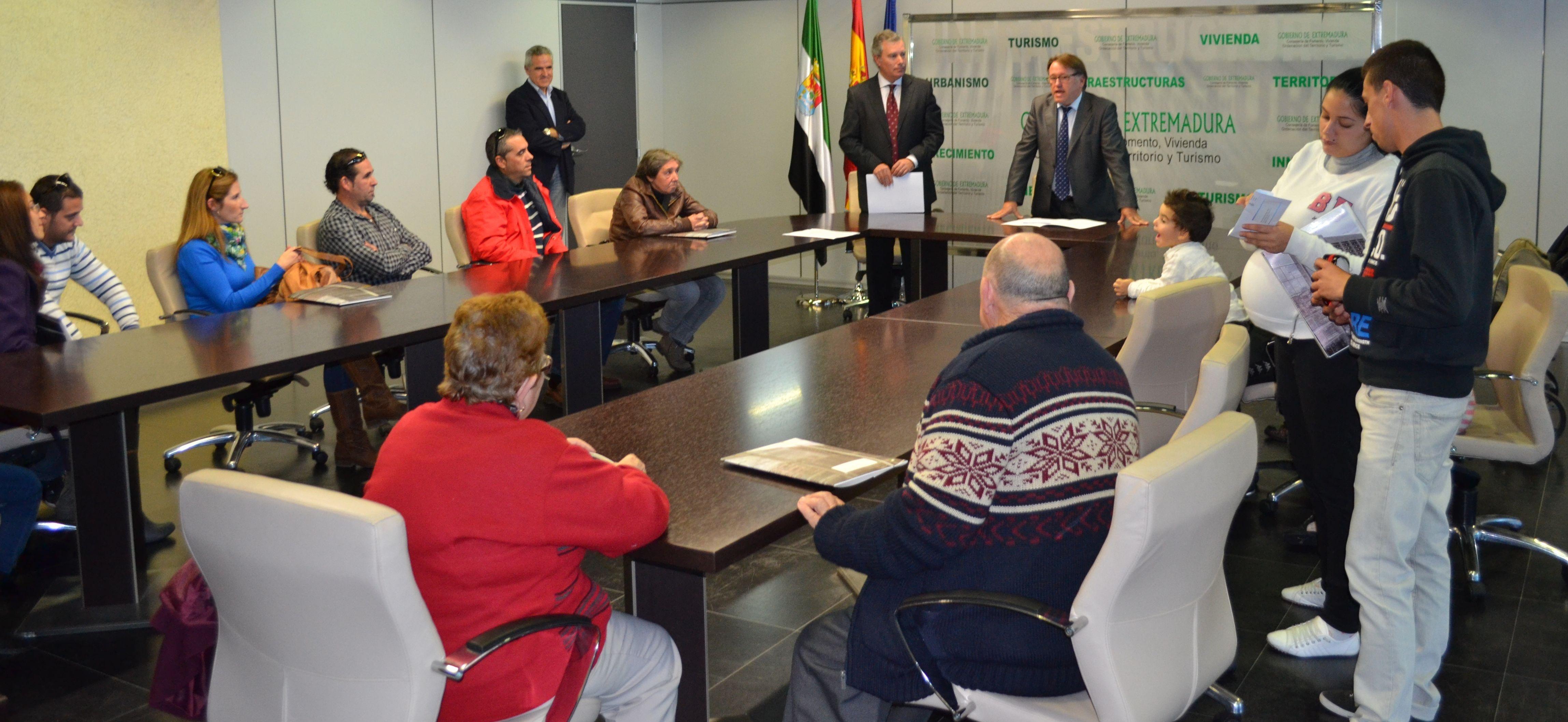 Fomento entrega nueve viviendas de promoción pública a familias de Mérida y Monterrubio de la Serena