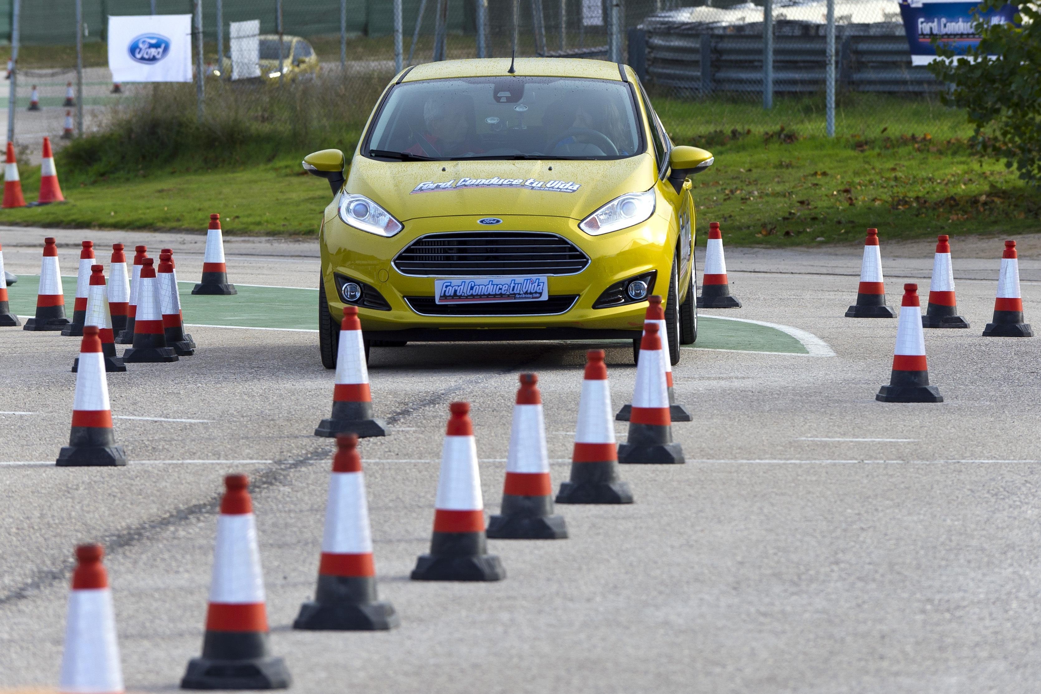 Ford imparte cursos de conducción y seguridad vial a 400 jóvenes españoles