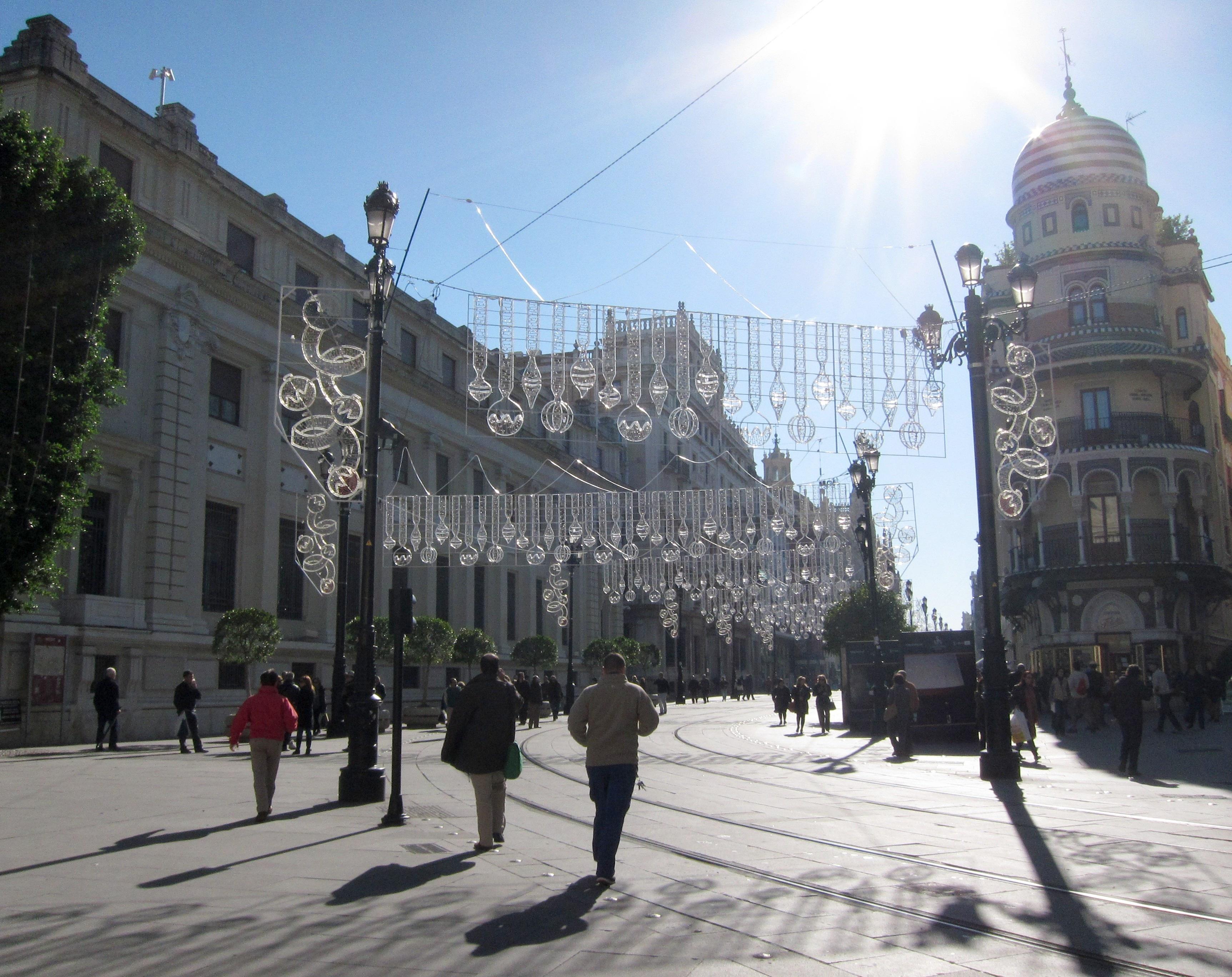 Luces en 190 calles en una ruta ininterrumpida y un Covent Garden en el Salvador, novedades de esta Navidad