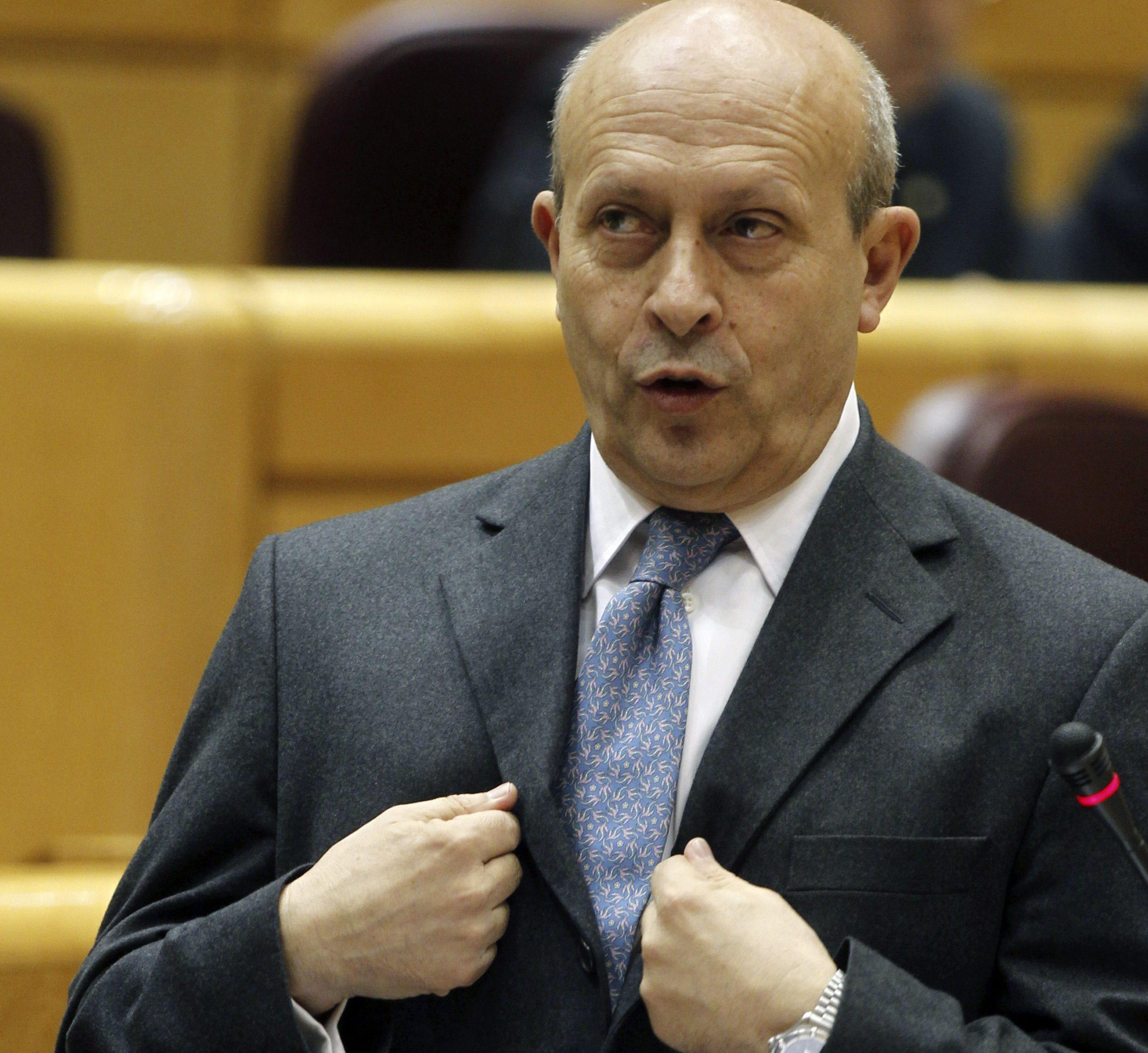 Wert asegura que «consta en acta» que anunció a las Comunidades una subida de las becas Erasmus