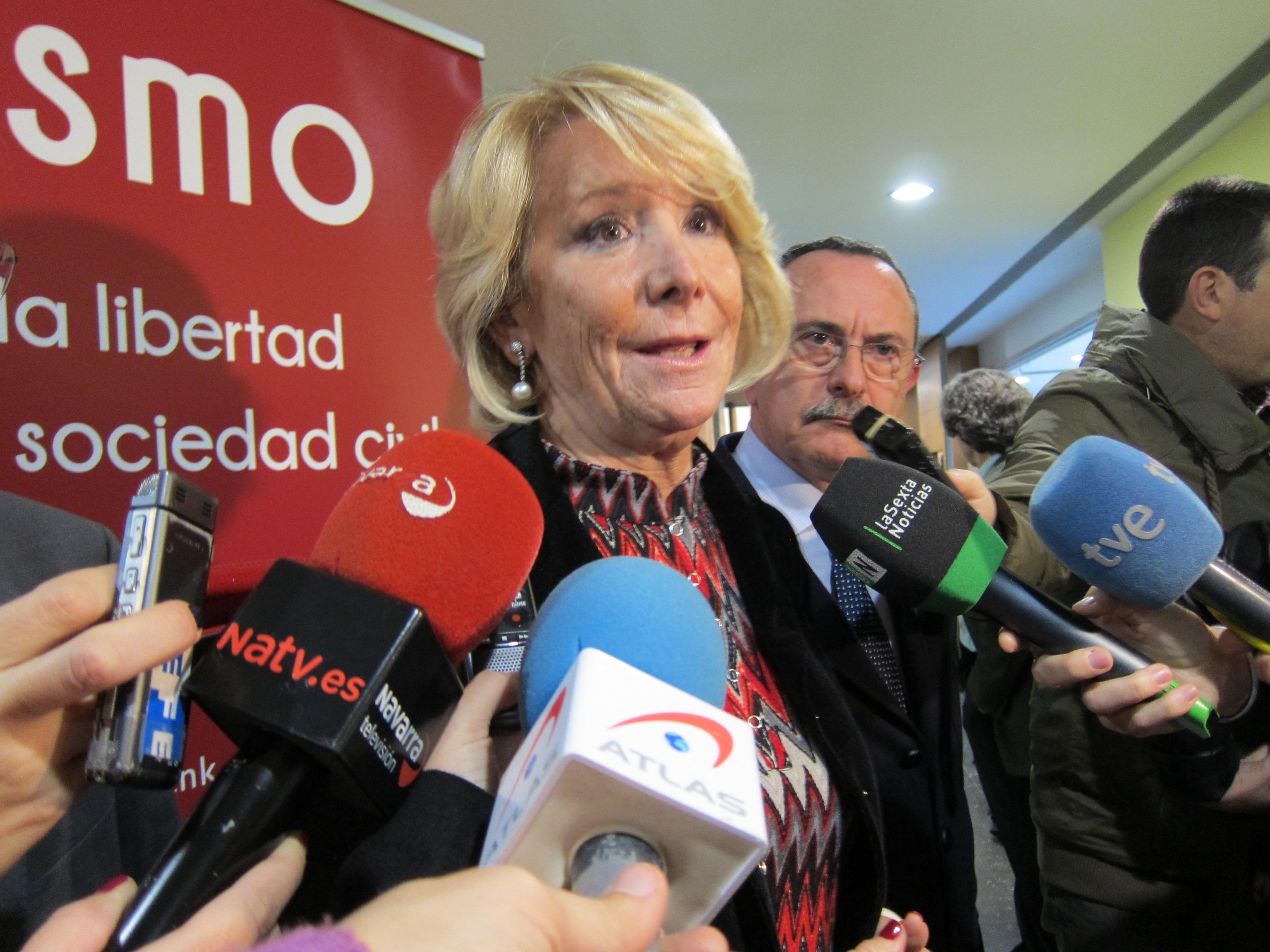Aguirre cree que Rajoy ha cogido «los toros por los cuernos» para arreglar España pero rechaza que «soltara» a Bolinaga