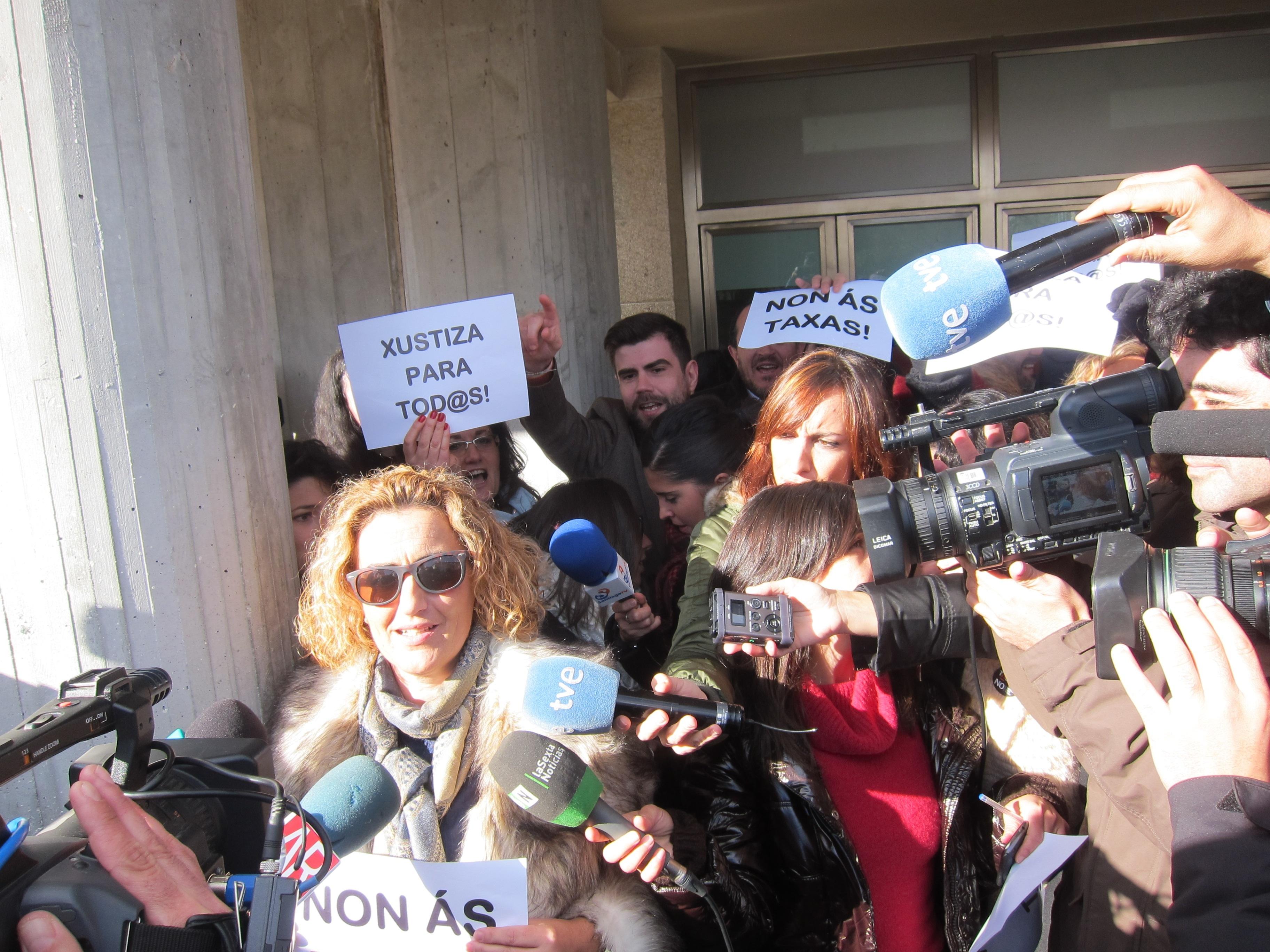 La abogada del padre de Asunta protagoniza la concentración contra las tasas judiciales de Santiago de Compostela