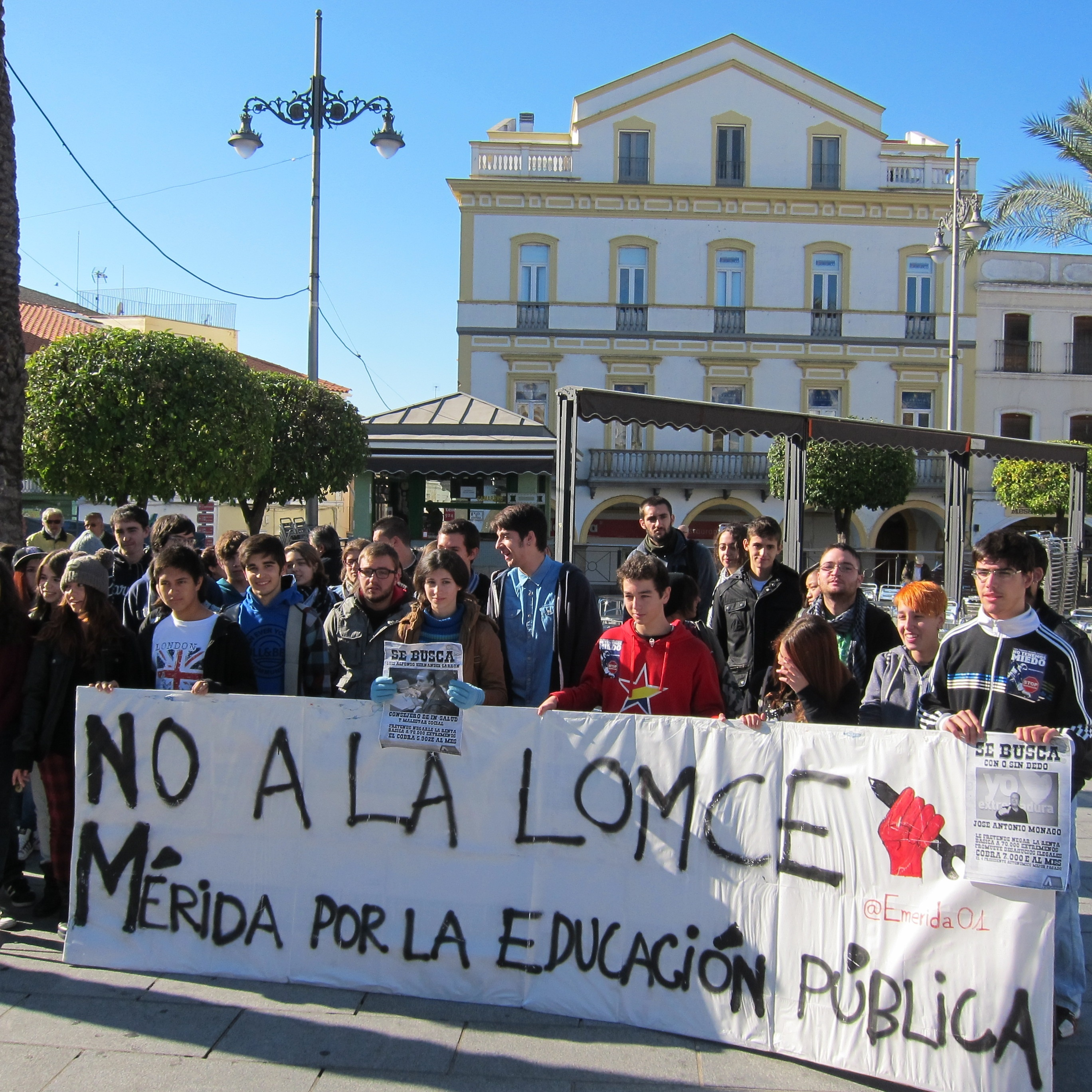 Estudiantes se manifiestan en Mérida contra LOMCE y los «recortes» en educación