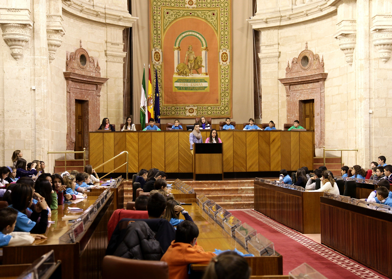 Gracia propone crear un Parlamento infantil permanente online que traslade iniciativas de los niños a los diputados