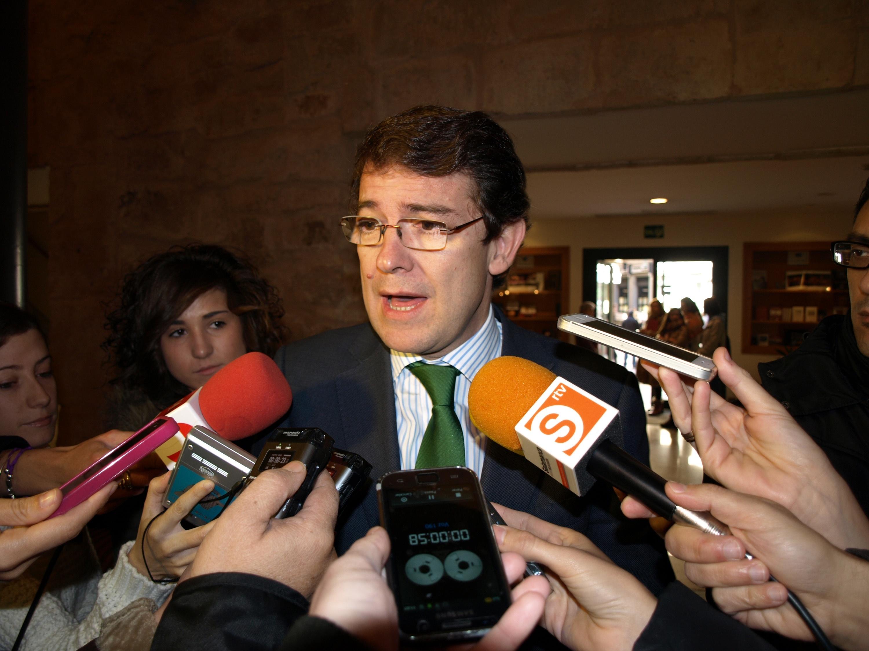 Mañueco afirma que «hay que insistir» en las reformas para crear riqueza y empleo en 2014