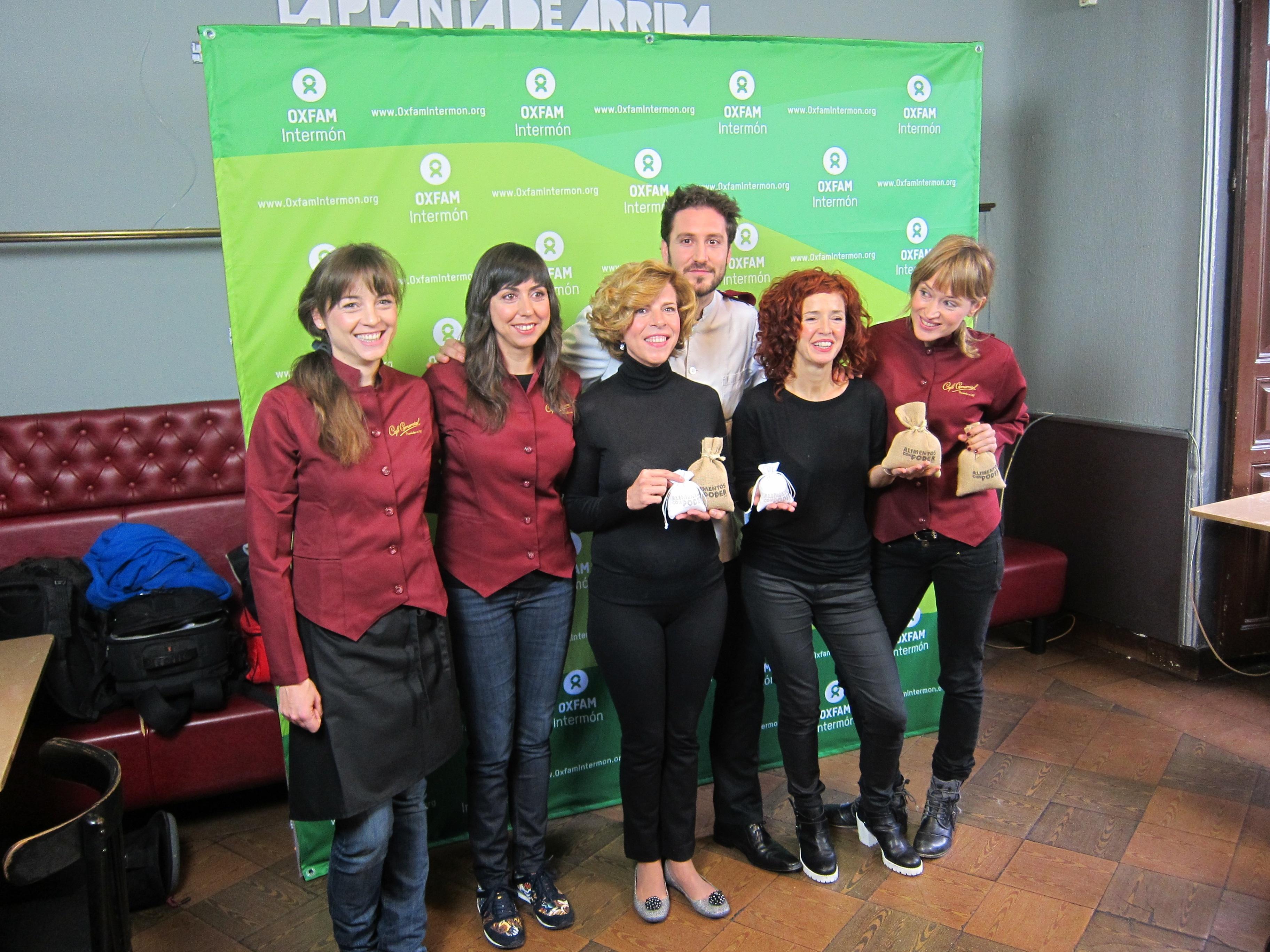 Personalidades de la cultura sirven «alimentos con poder» a la clientela del Café Comercial de Madrid a favor de Oxfam