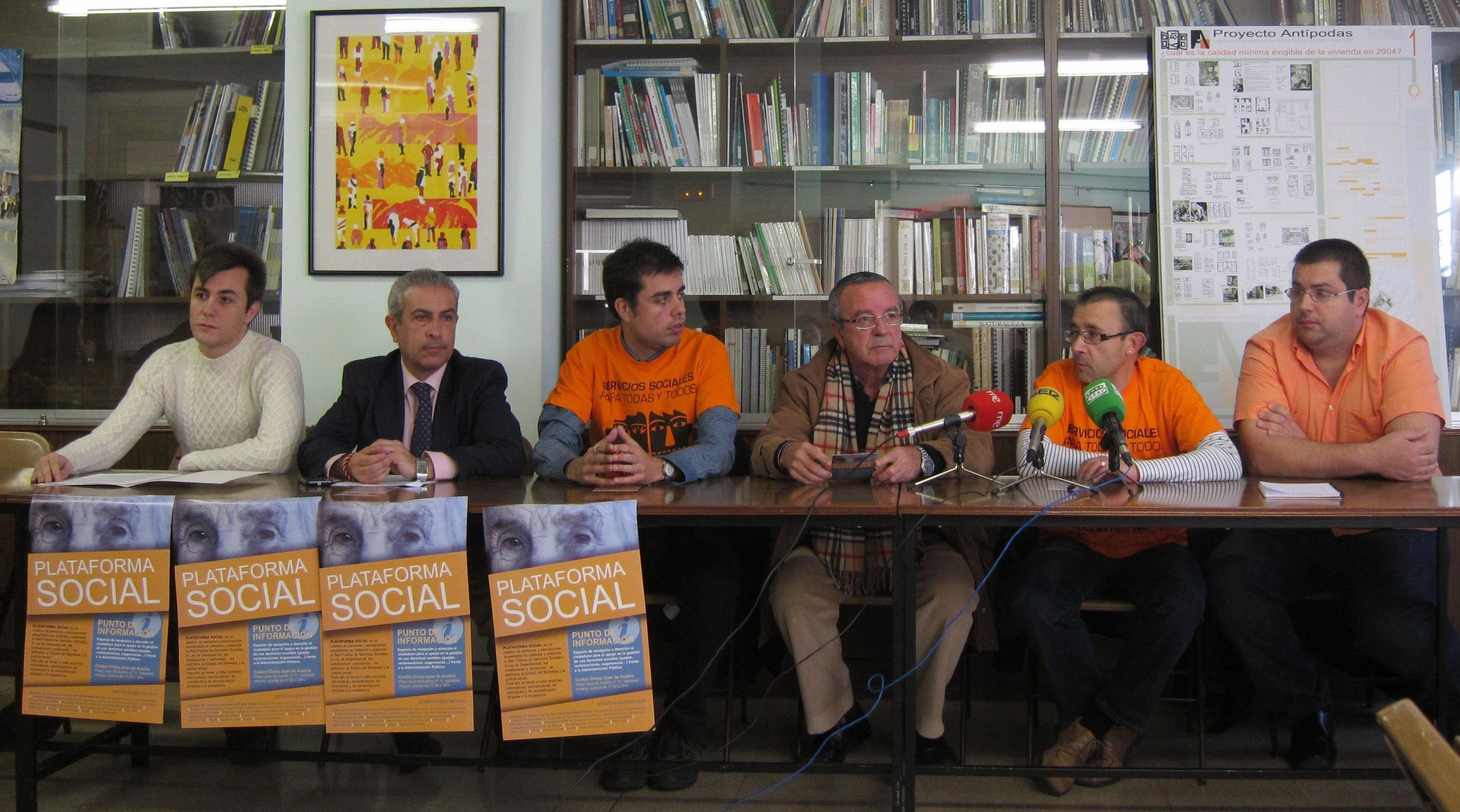 La Plataforma Social de Valladolid pone en marcha un punto de información para fomentar las reclamaciones ciudadanas