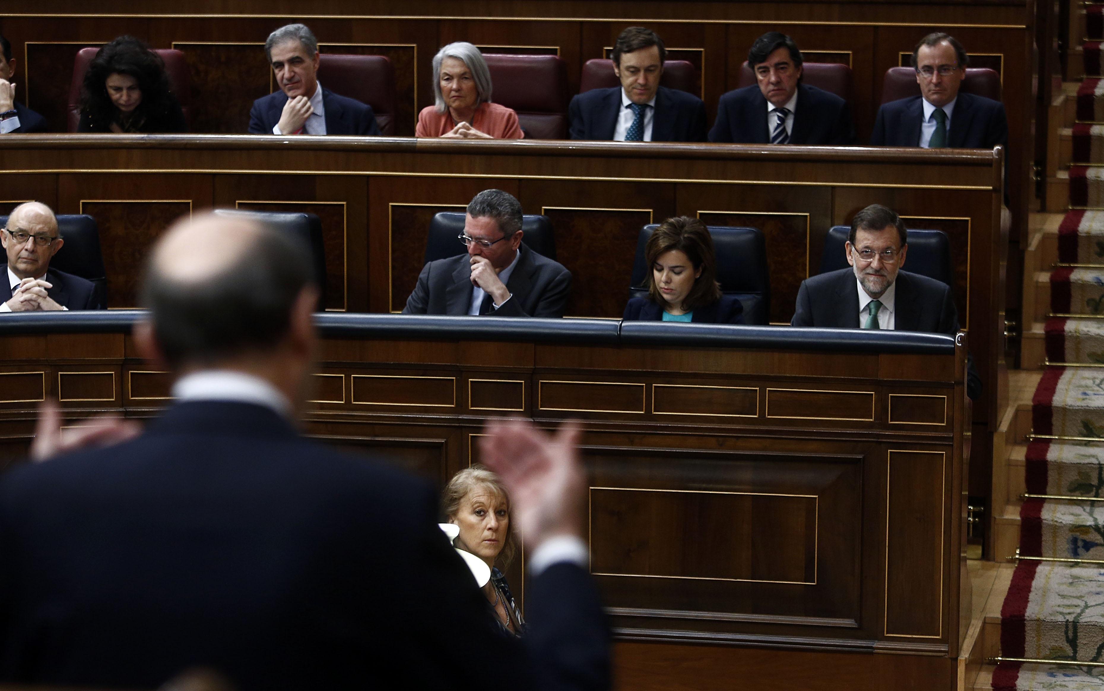 Rubalcaba pide a Rajoy que presente al Congreso sus ideas para usar los 1.800 millones contra el paro juvenil