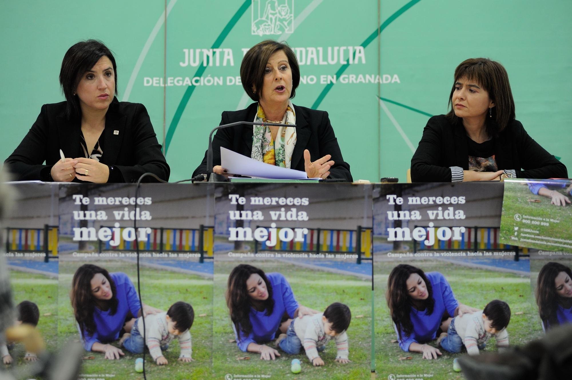 Sánchez critica el recorte del Gobierno en dependencia, que ha llevado a la Junta a asumir prestaciones en solitario