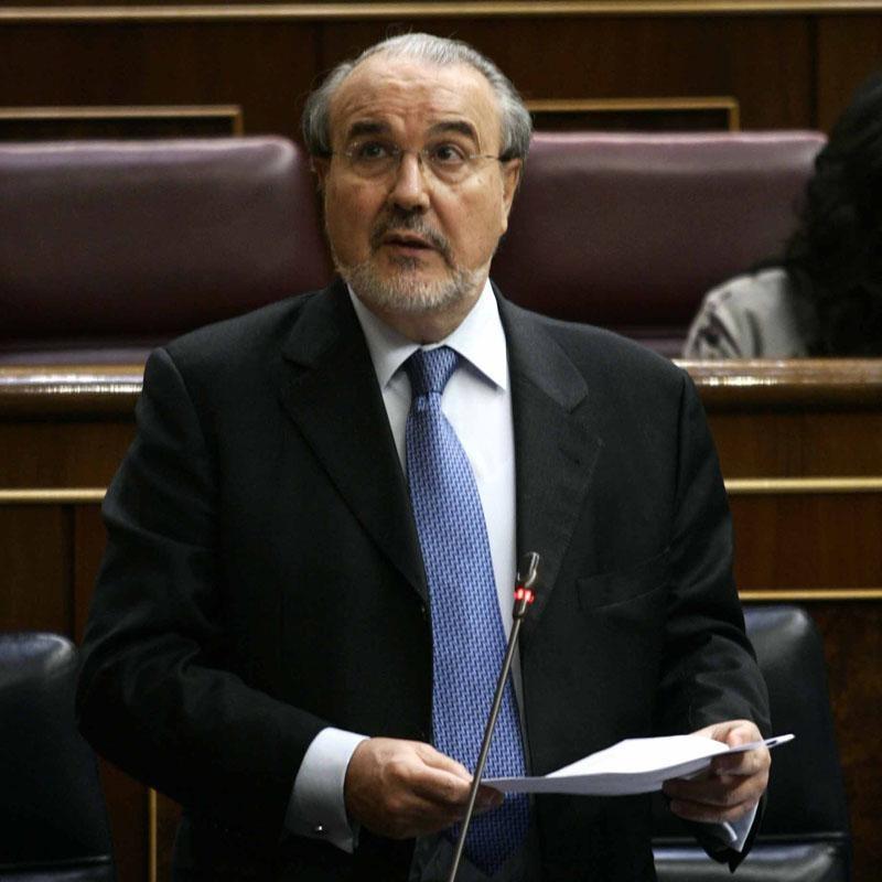 Solbes dice que Zapatero hacía una gestión «presidencial» y asegura que ni mintió ni maquilló en su debate con Pizarro