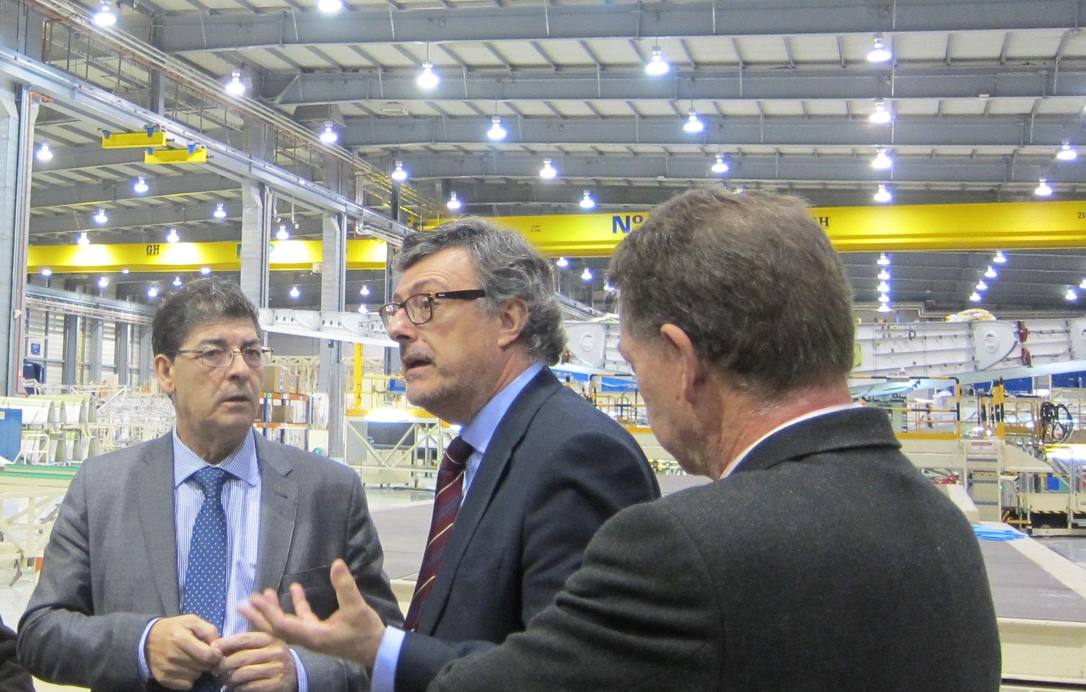 Valderas muestra su satisfacción por la carga de trabajo de Airbus y traslada el apoyo de la Junta al sector