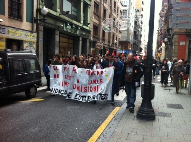 Un centenar de estudiantes se manifiestan contra la Lomce