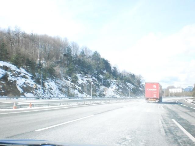 La nieve obliga a circular con cadenas por diez carreteras y puertos de montaña de CyL