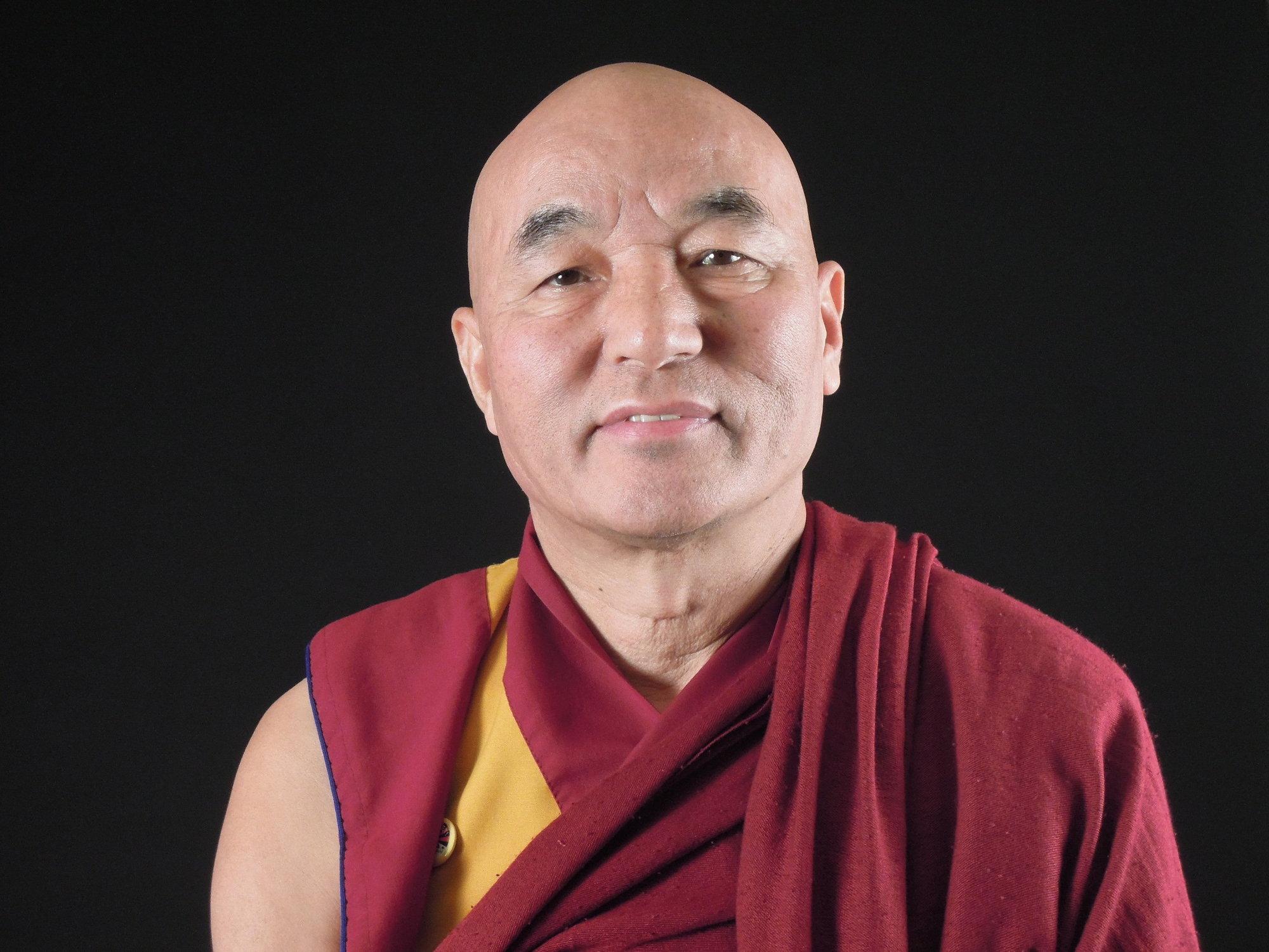 A sus 54 años el monje Wangchen se enfrenta al imperio chino