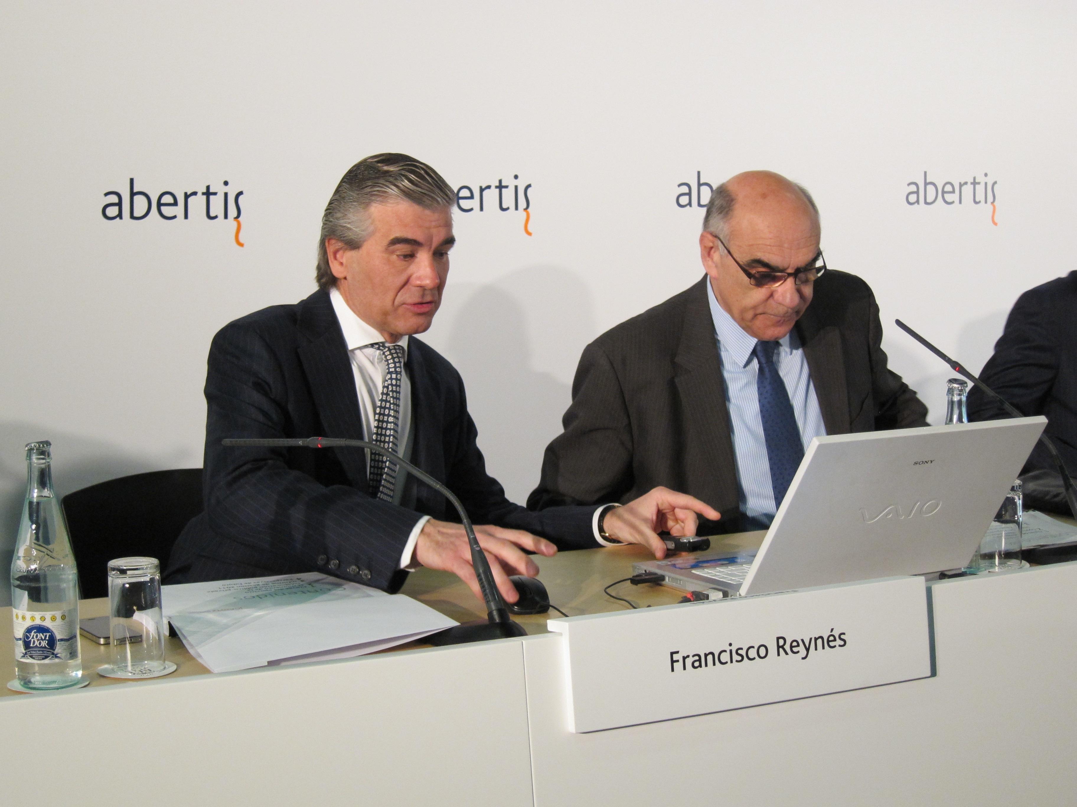 Abertis integra a Hispasat en sus cuentas y en su sede