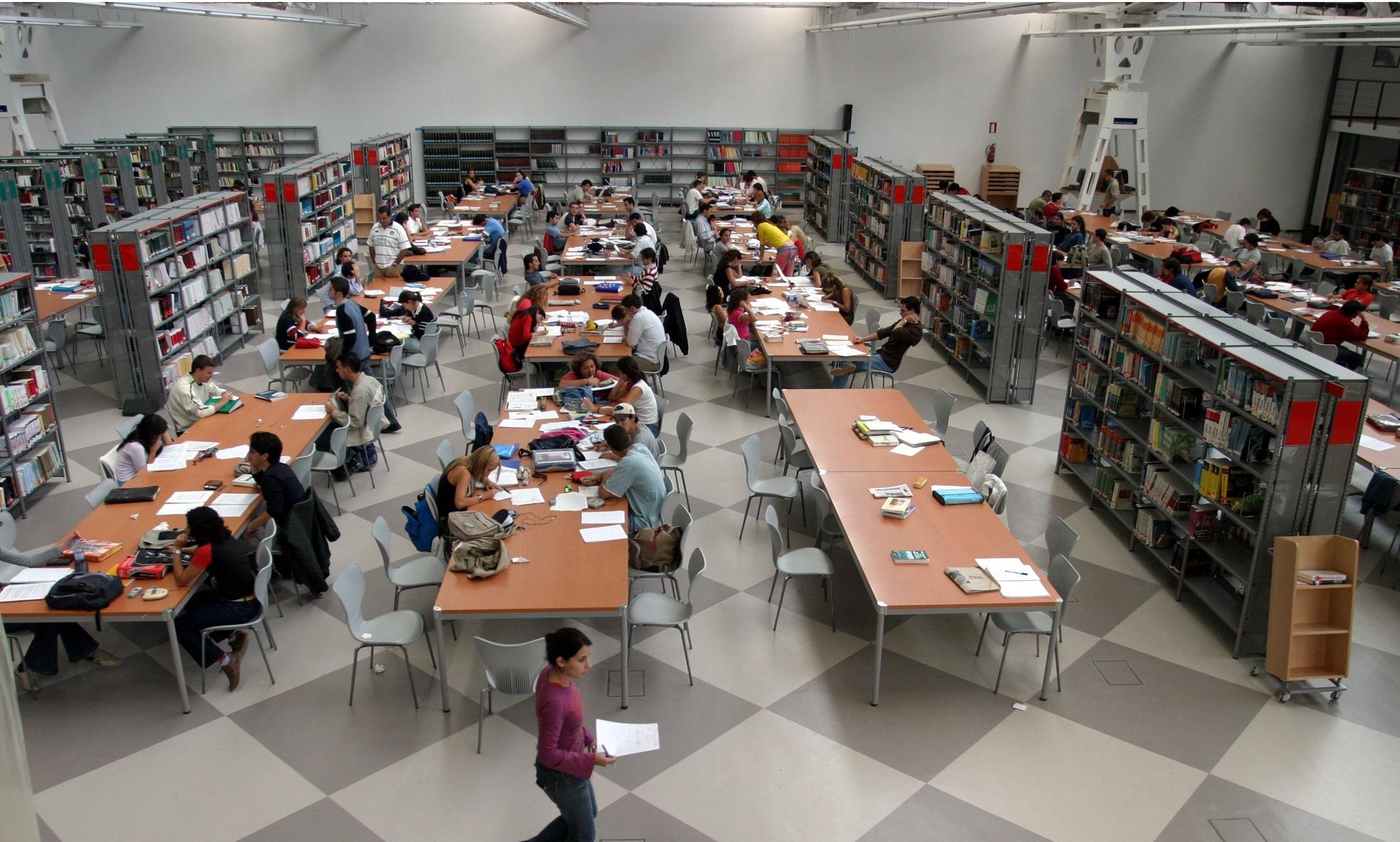 Alumnos de US apoyan que, desde el «diálogo», los de UPO puedan tener libre acceso a las salas de estudio