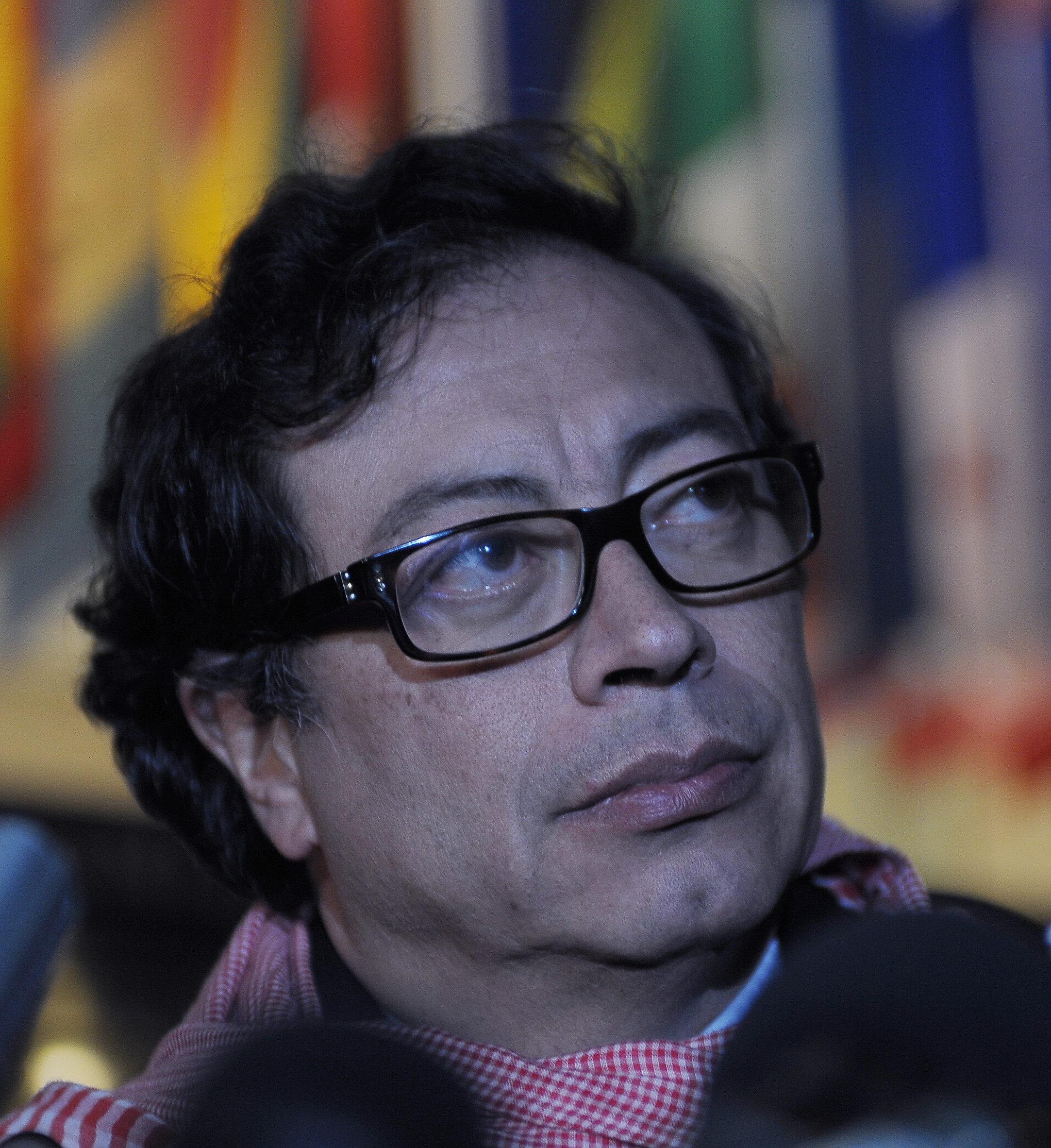 El alcalde de Bogotá dice que prefiere que su futuro político lo definan las urnas y no un funcionario