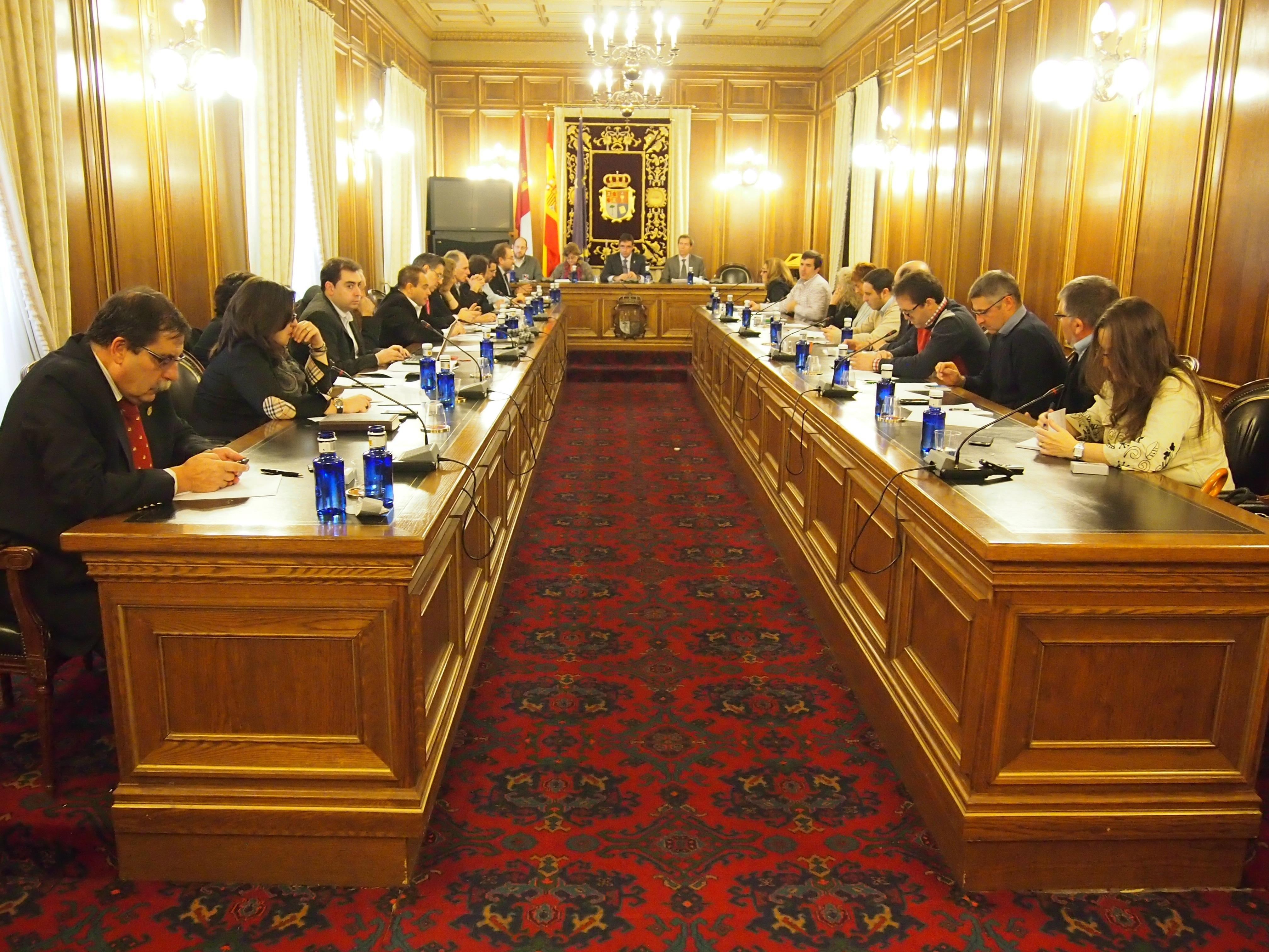La Diputación provincial de Cuenca aprueba en pleno los presupuestos para 2014, con los votos en contra del PSOE