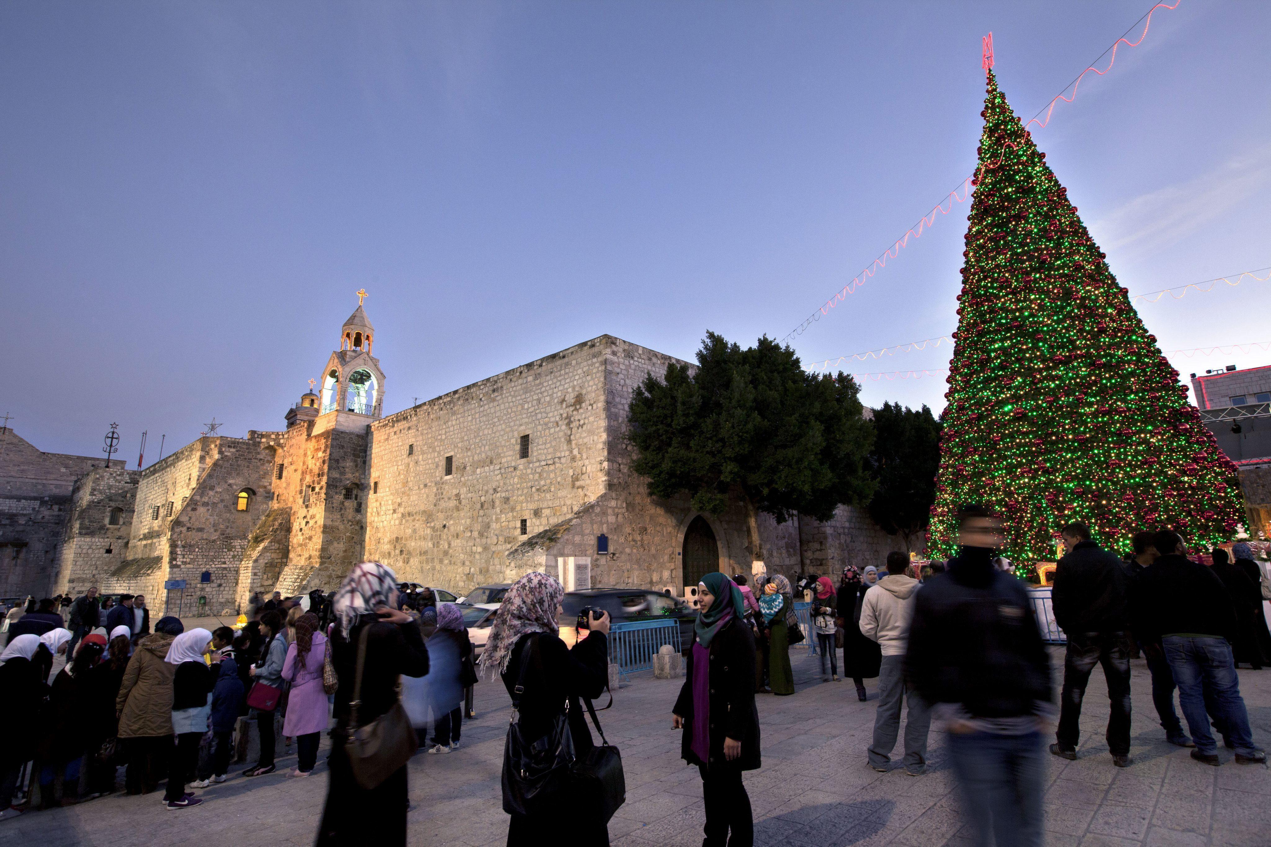 España hace entrega de 100.000 euros para restaurar la Basílica de la Natividad