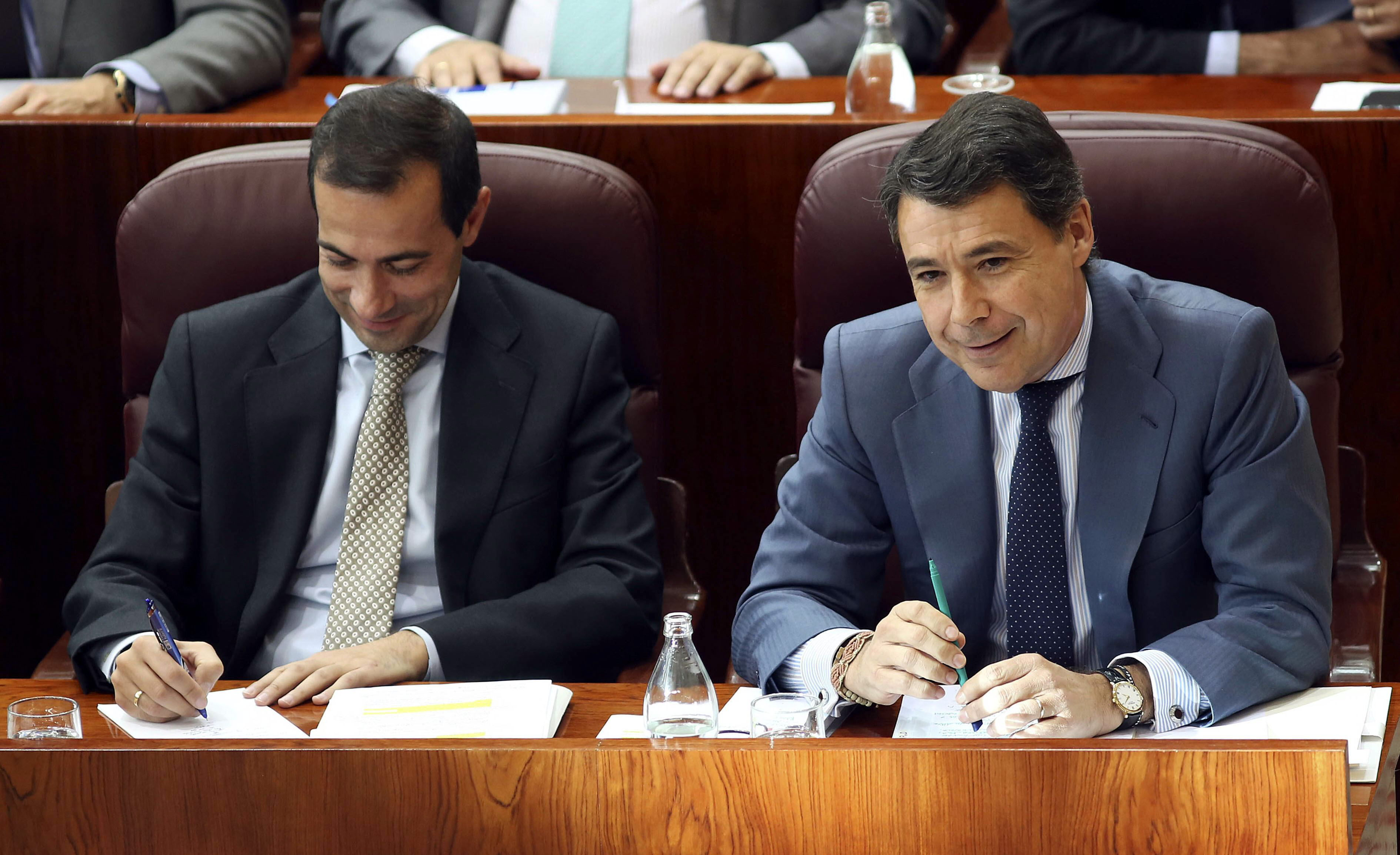 El Gobierno de Madrid cree que todo el PP, también Rajoy, respalda a González